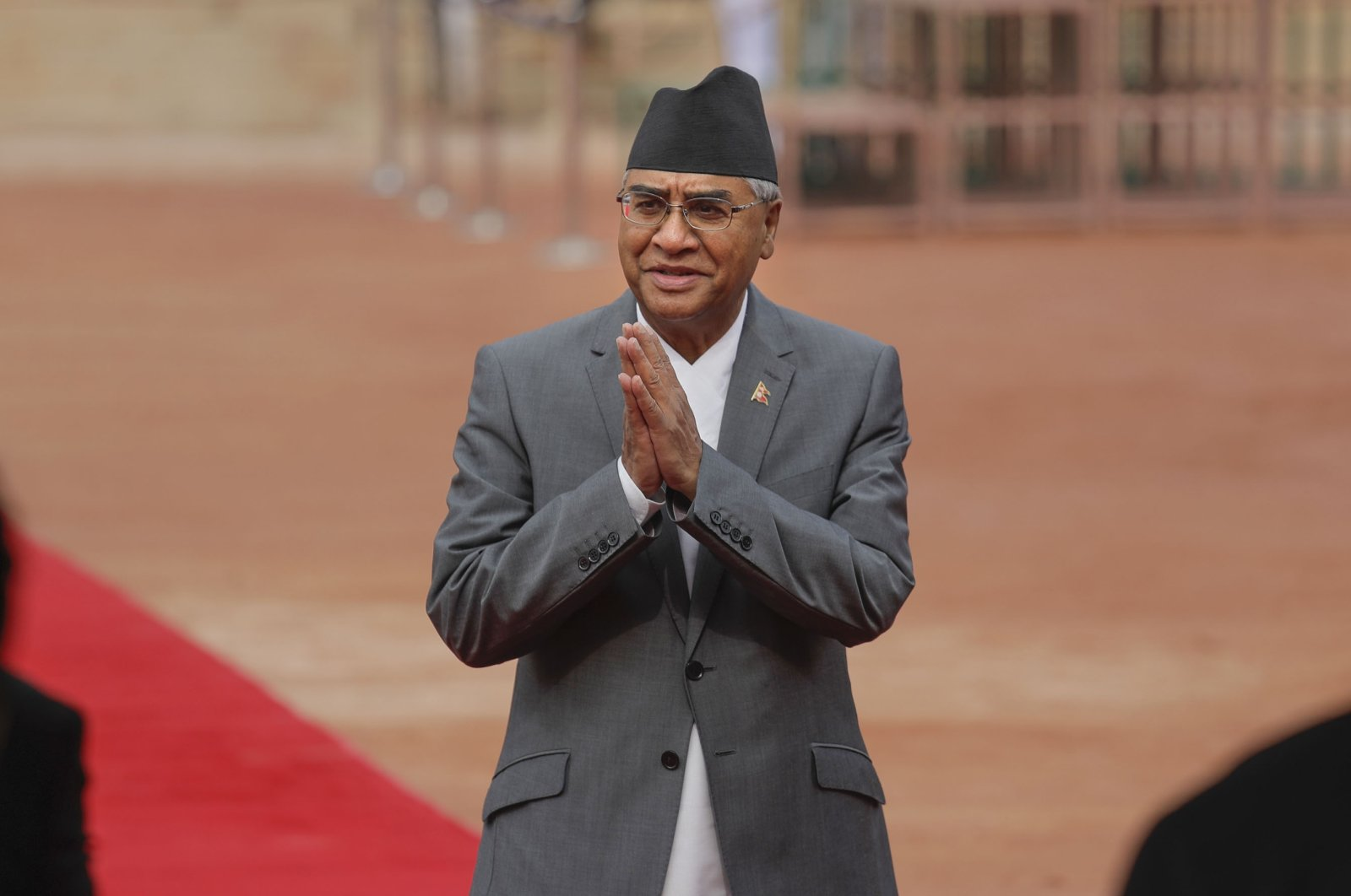 Nepalese Prime Minister Sher Bahadur Deuba greets Indian ministers during his ceremonial reception at the Indian presidential palace in New Delhi, India, Aug. 24, 2017. (AP Photo)