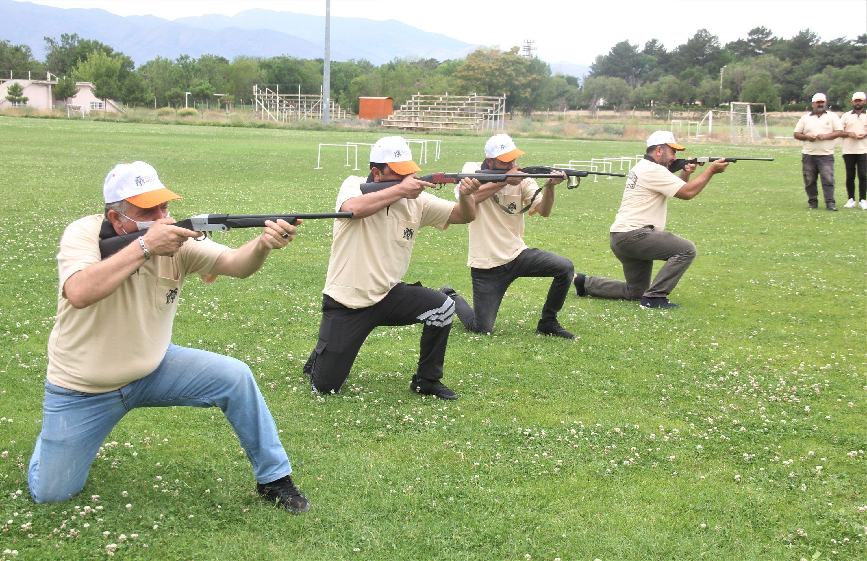 Animal catchers practice tranquilizer shooting, in Erzincan, Turkey, July 13, 2021. (İHA PHOTO)