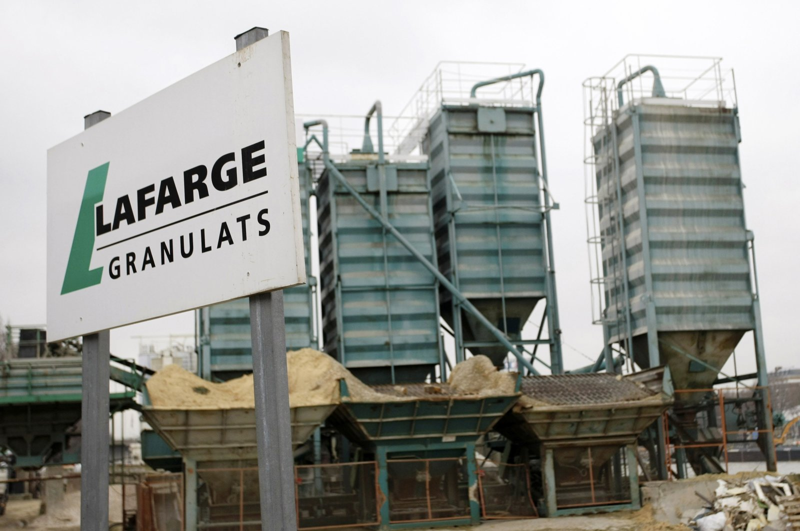 A Lafarge facility is pictured in Paris, France, Feb.18, 2009. (AP File Photo)