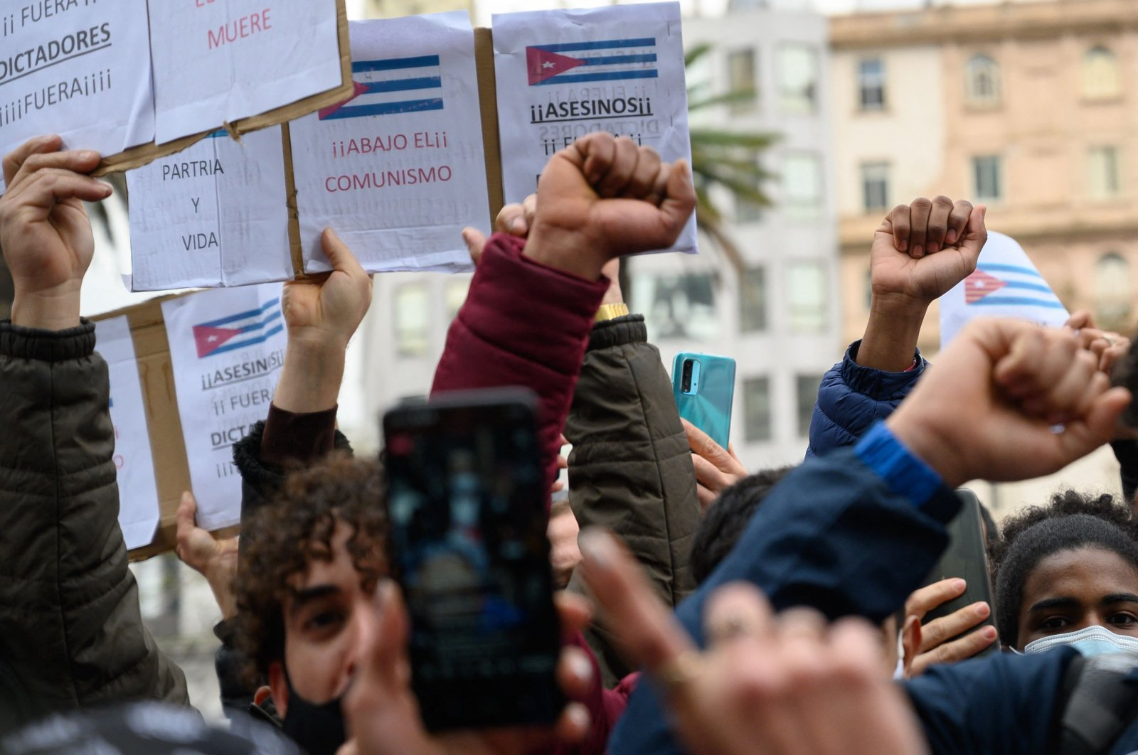 Cuban residents in Uruguay demonstrate against the Cuban government of President Miguel Diaz-Canel at Independence Square in Montevideo, July 13, 2021. (AFP Photo)