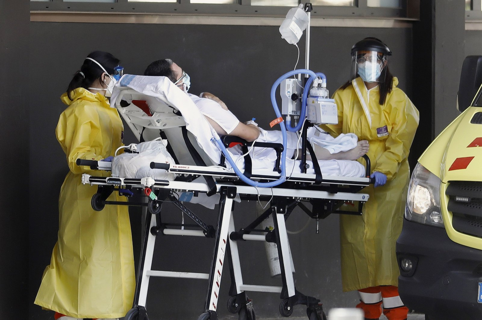 Health workers carry a COVID-19 patient to a hospital in Barcelona, Spain, July 11, 2021. (EPA Photo)