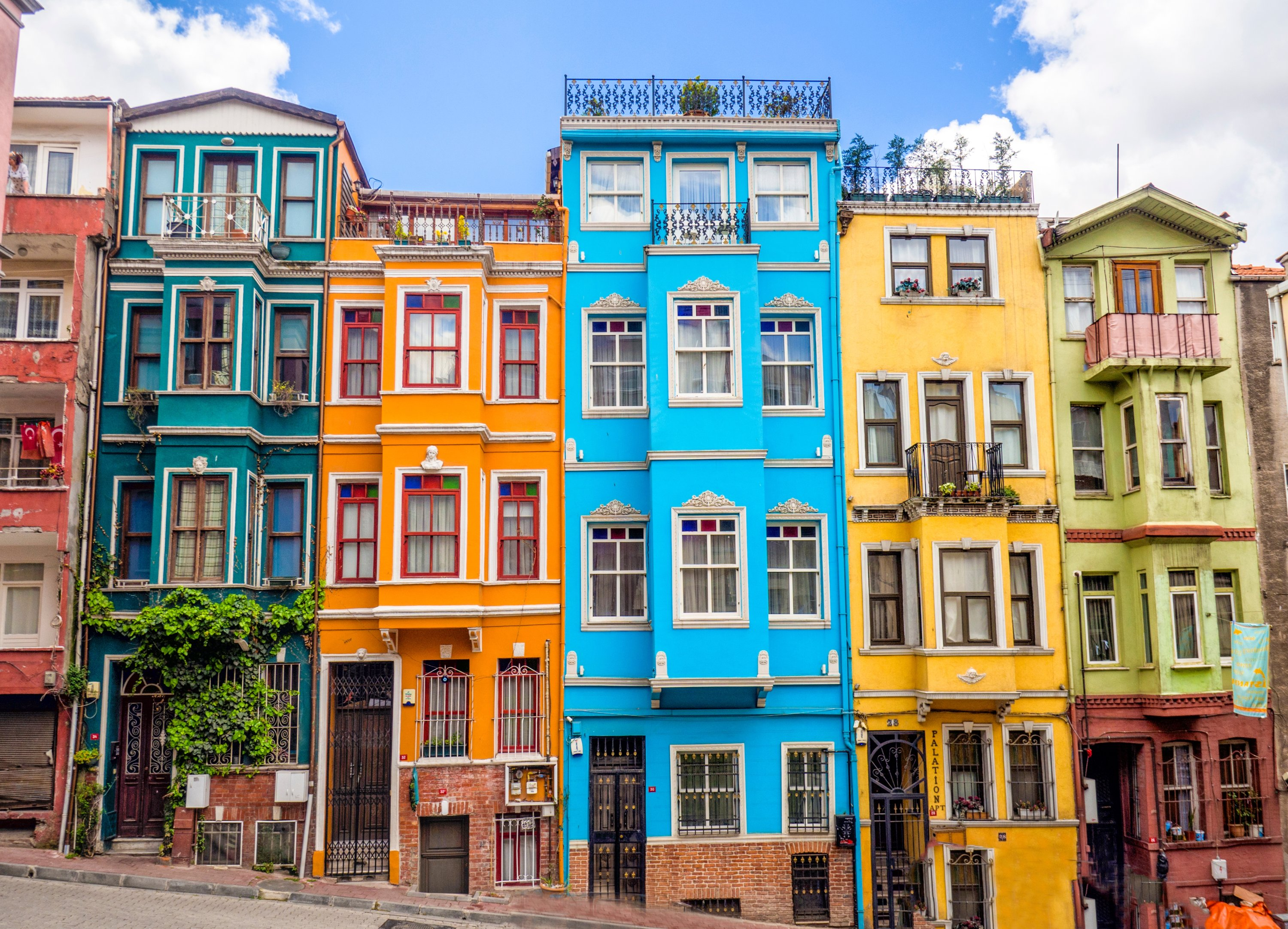 Colorful houses of the Balat district. (Shutterstock Photo)