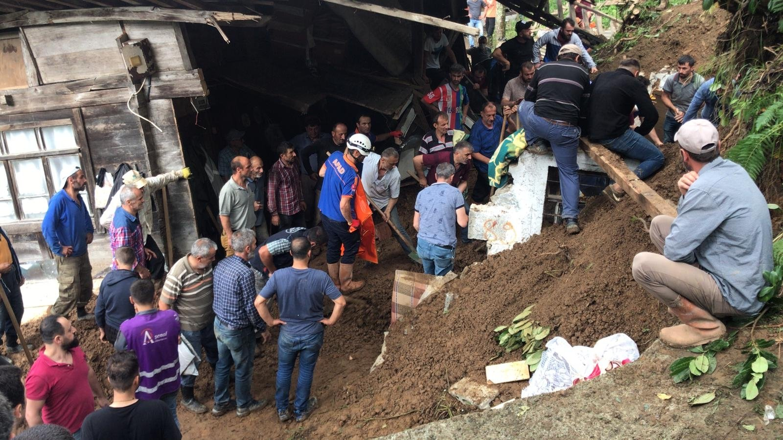 People dig the soil covering a house to check for survivors in a landslide-hit area, in Rize, northern Turkey, July 15, 2021. (AA PHOTO)