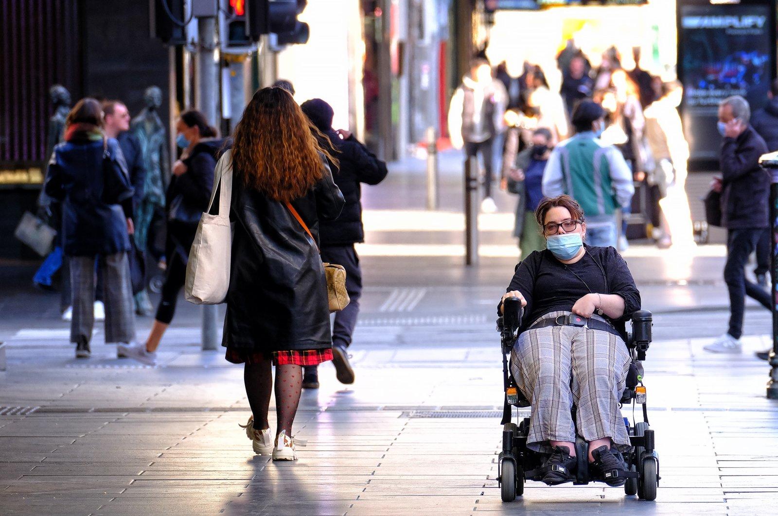 People wearing face masks walk in the CBD of Melbourne, Victoria, Australia, July 15, 2021. (EPA Photo)