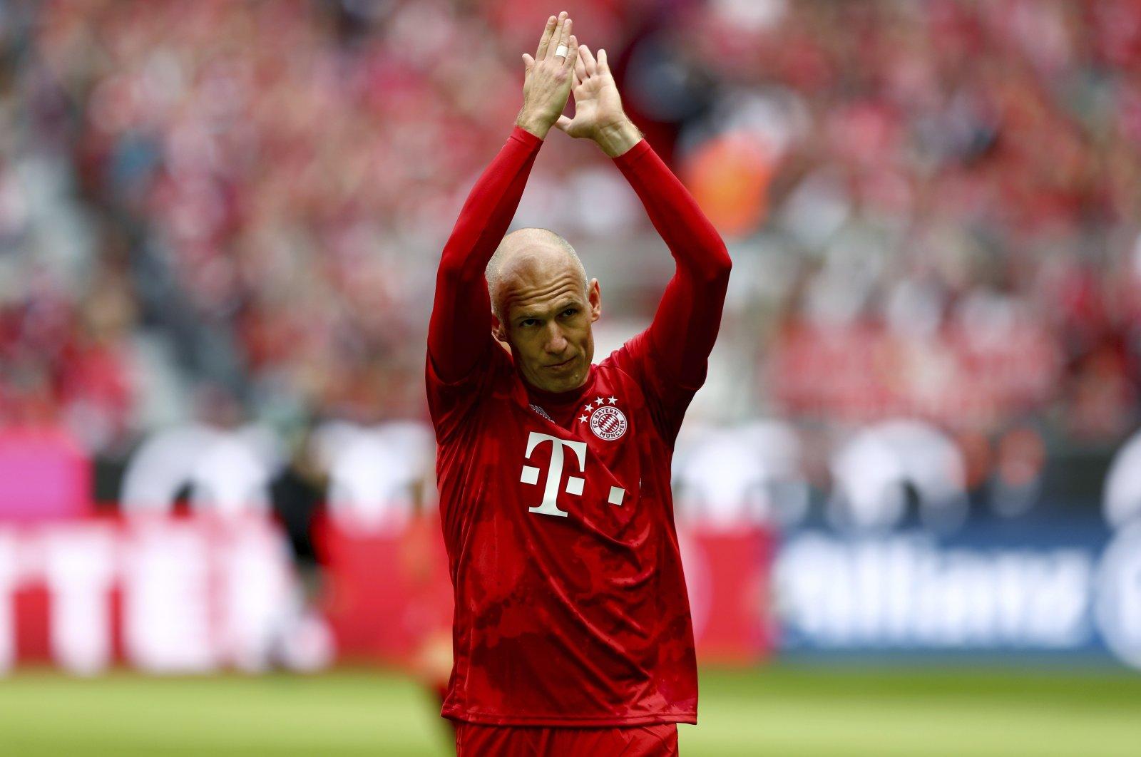Bayern's Arjen Robben applaudes prior to a German Bundesliga match against Eintracht Frankfurt in Munich, Germany, May 18, 2019. (AP Photo)