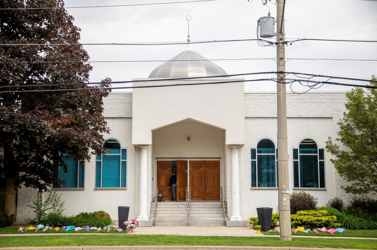 The London Muslim Mosque, which is located about 500 meters from where police arrested the suspect of a hate-motivated attack that killed four members of a Muslim family, in London, Ontario, Canada, June 8, 2021. (Reuters Photo)