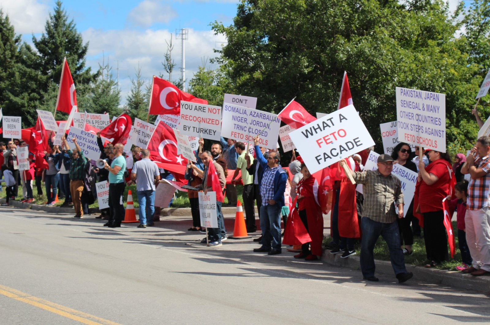 Turkish citizens protest the Gülenist Terror Group (FETÖ) in Ottawa, Canada, Sept. 13, 2016. (AA Photo)