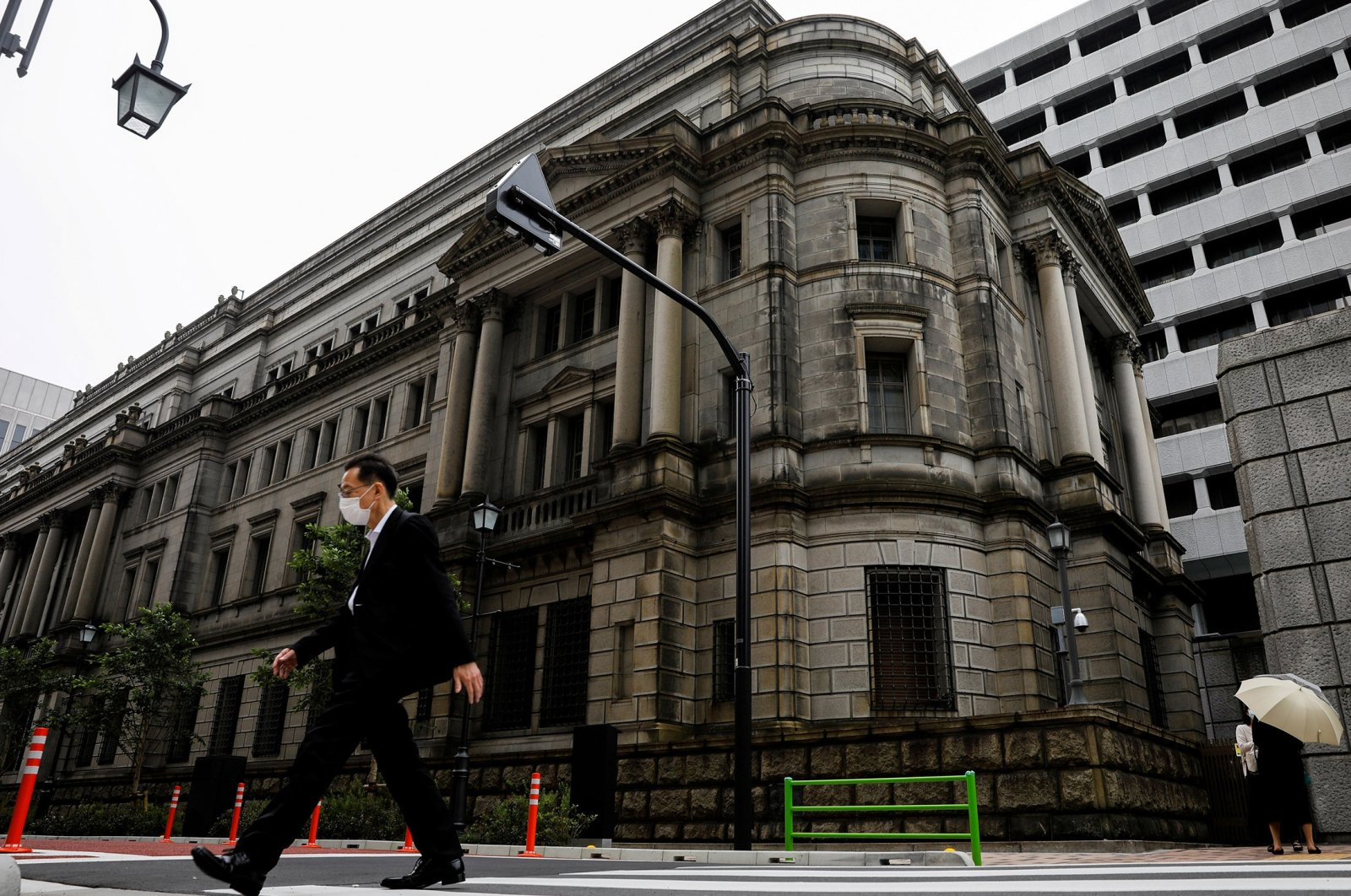 A man wearing a protective mask walks past the headquarters of the Bank of Japan amid the coronavirus outbreak in Tokyo, Japan, May 22, 2020. (Reuters Photo)