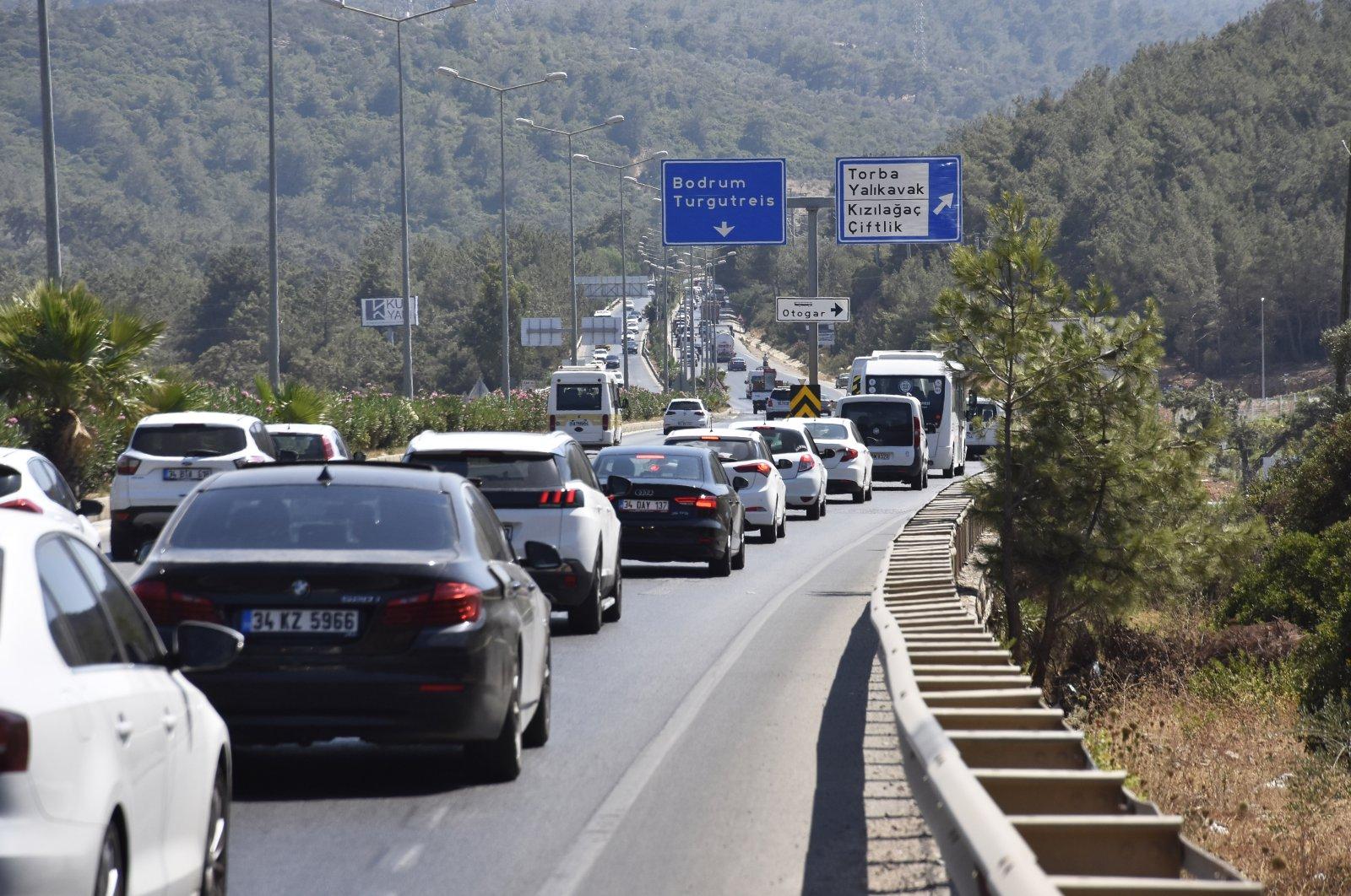 The traffic on a road leading to popular vacation resorts in Muğla, southwestern Turkey, July 15, 2021. (AA PHOTO)
