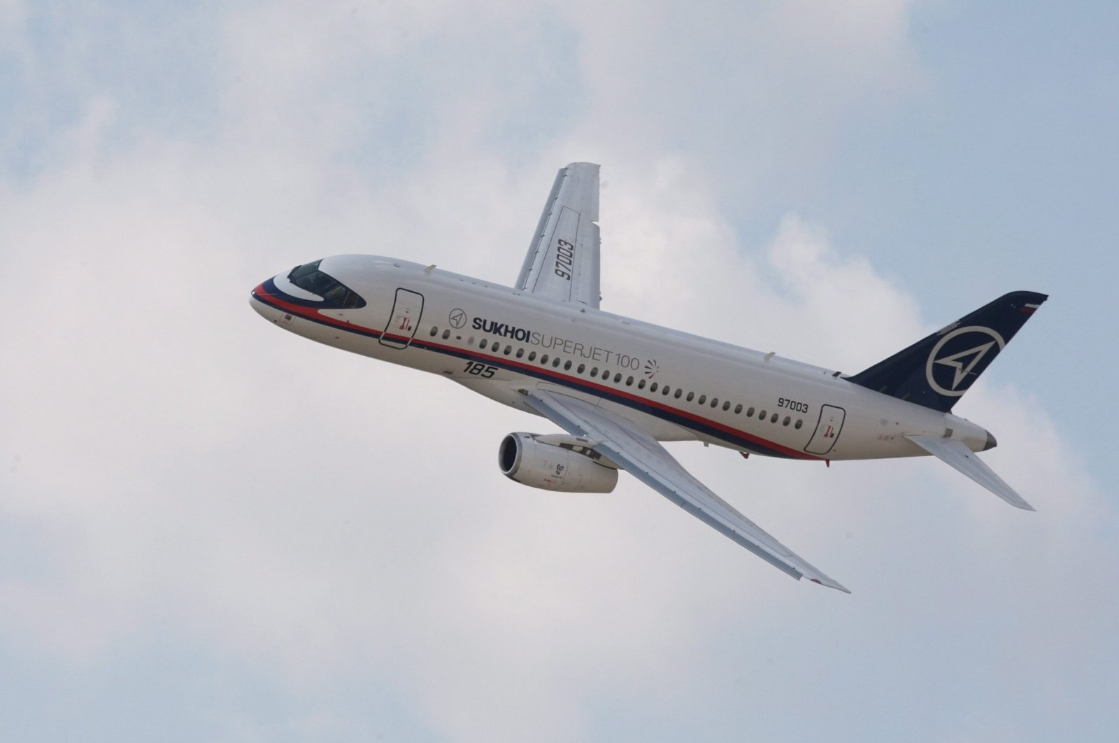 A Sukhoi Superjet 100 airplane maneuvers during the Moscow International Air-Space show MAKS 2009 in Jhukovsky, Russia, Aug. 18, 2009. (EPA File Photo)