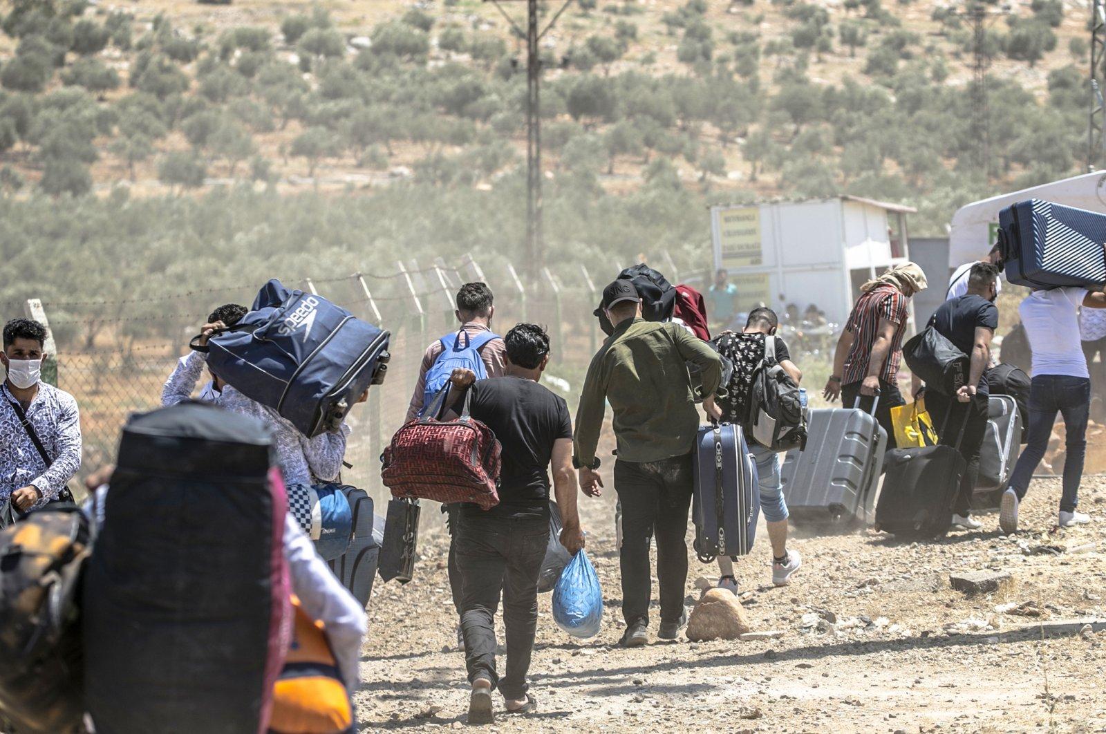 Syrians return to their homes in Syria ahead of Eid al-Adha from Cilvegozu border gate in Hatay, Turkey on July 11, 2021. (AA Photo)