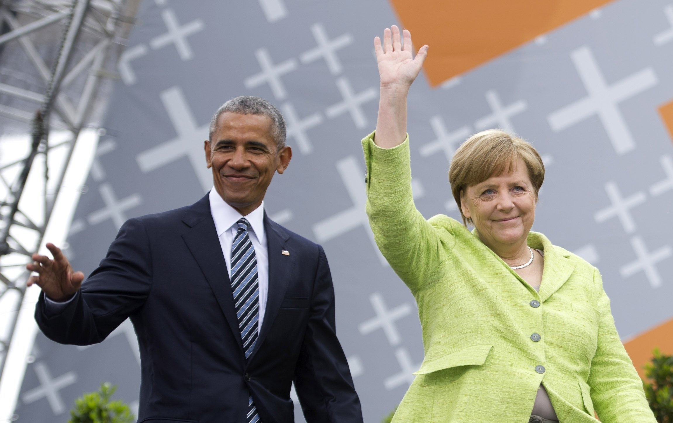 German Chancellor Angela Merkel and former U.S. President Barack Obama arrive for a discussion on democracy at Church Congress in Berlin, Germany, May 25, 2017. (Getty Images Photo)