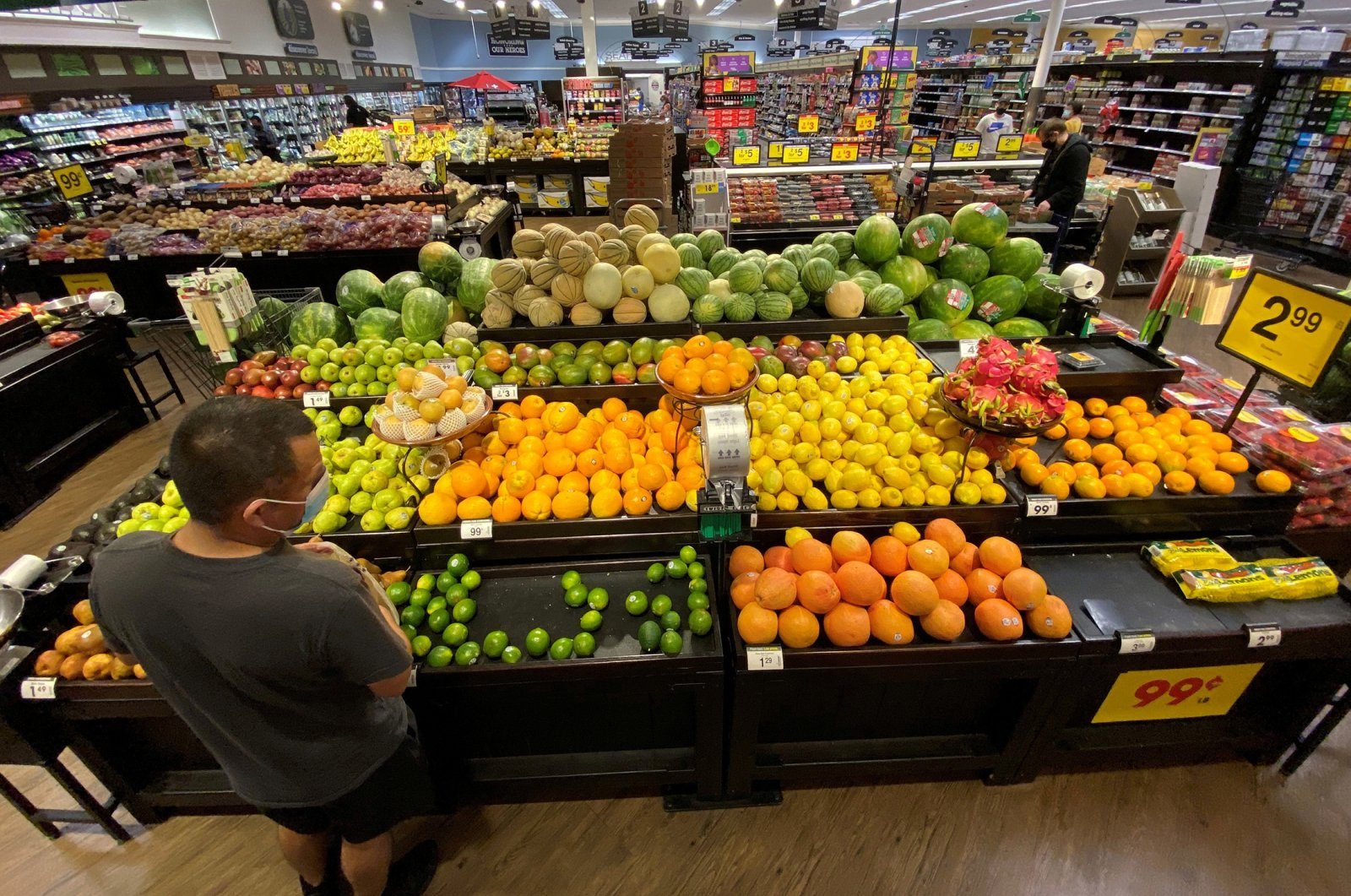 A shopper browses for fruits at a grocery store in Pasadena, California, U.S., June 11, 2020. (Reuters Photo)