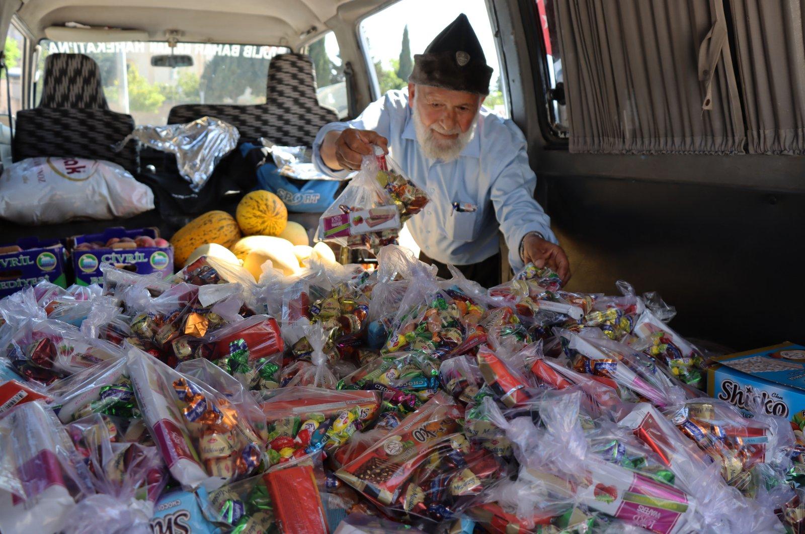Muhammet Yılmaz inside his van full of candies and fruits, in Kilis, southern Turkey, July 19, 2021. (AA PHOTO)