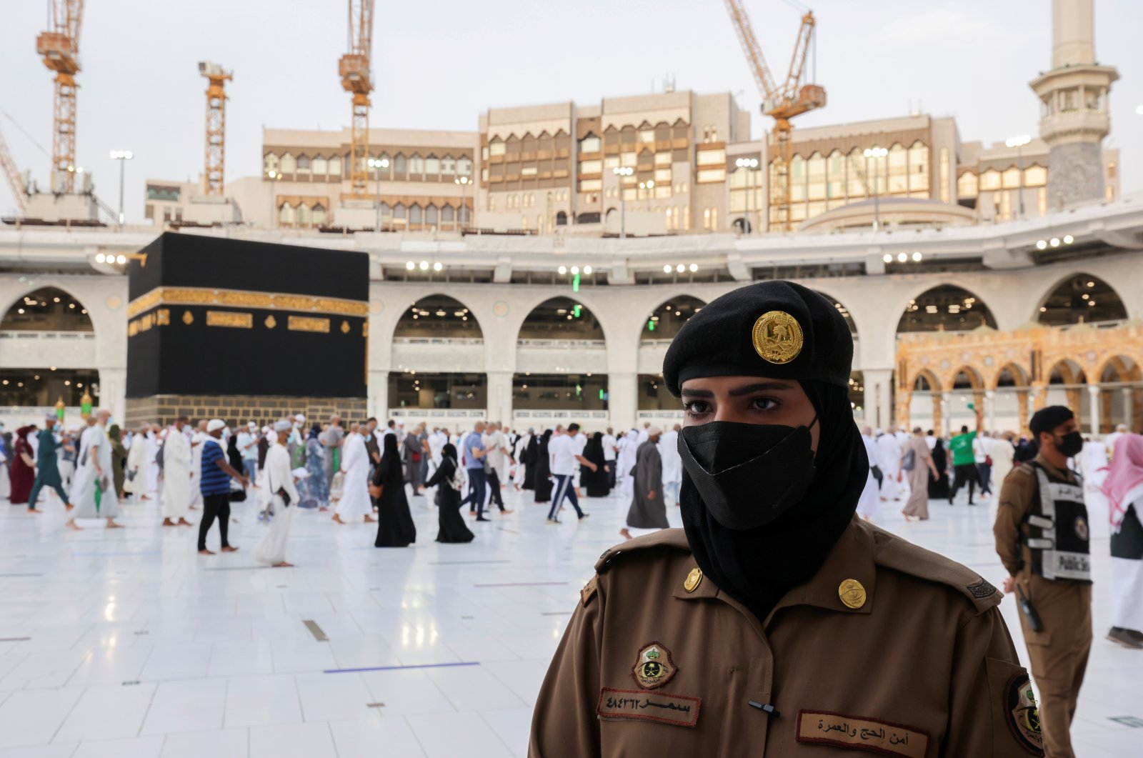 A female Saudi police officer stands guard during the annual hajj pilgrimage in the holy city of Mecca, Saudi Arabia, July 20, 2021. (Reuters File Photo)