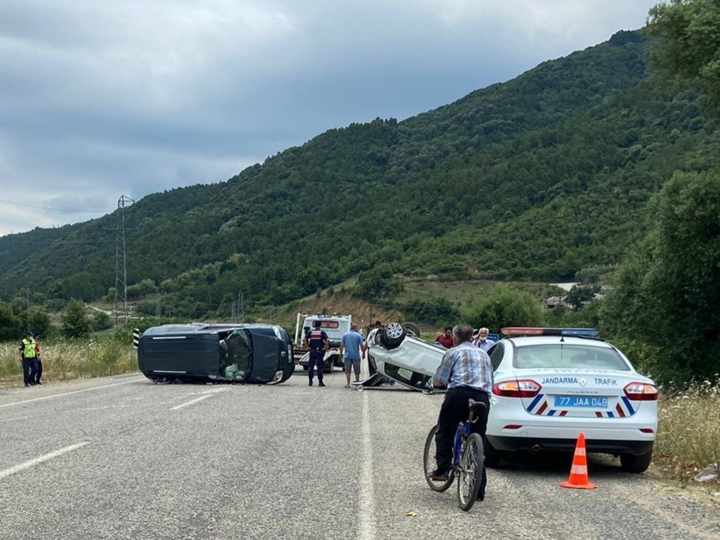 Damaged cars are seen at the scene of a traffic accident in Turkey's northwestern Yalova province on July 25, 2021. (IHA Photo)