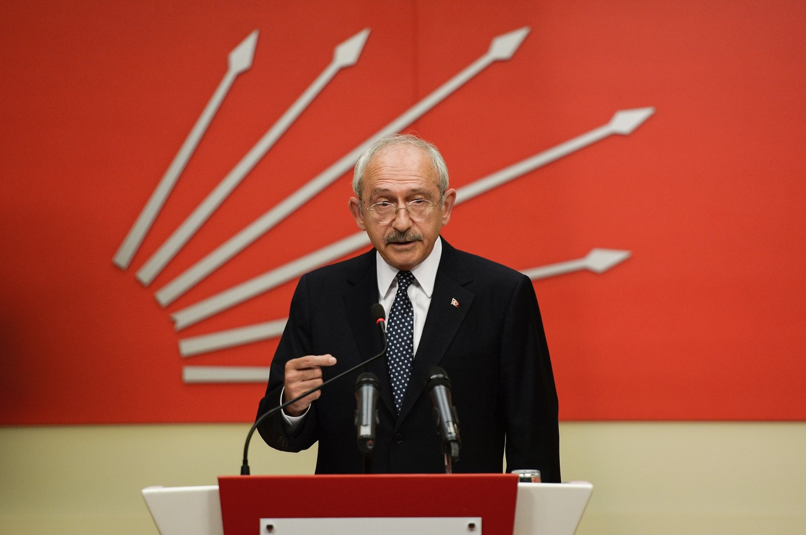 Turkey's main opposition Republican People's Party (CHP) chairperson Kemal Kılıçdaroğlu speaks during a news conference in Ankara, Turkey, on April 16, 2017. (Getty Images Photo)