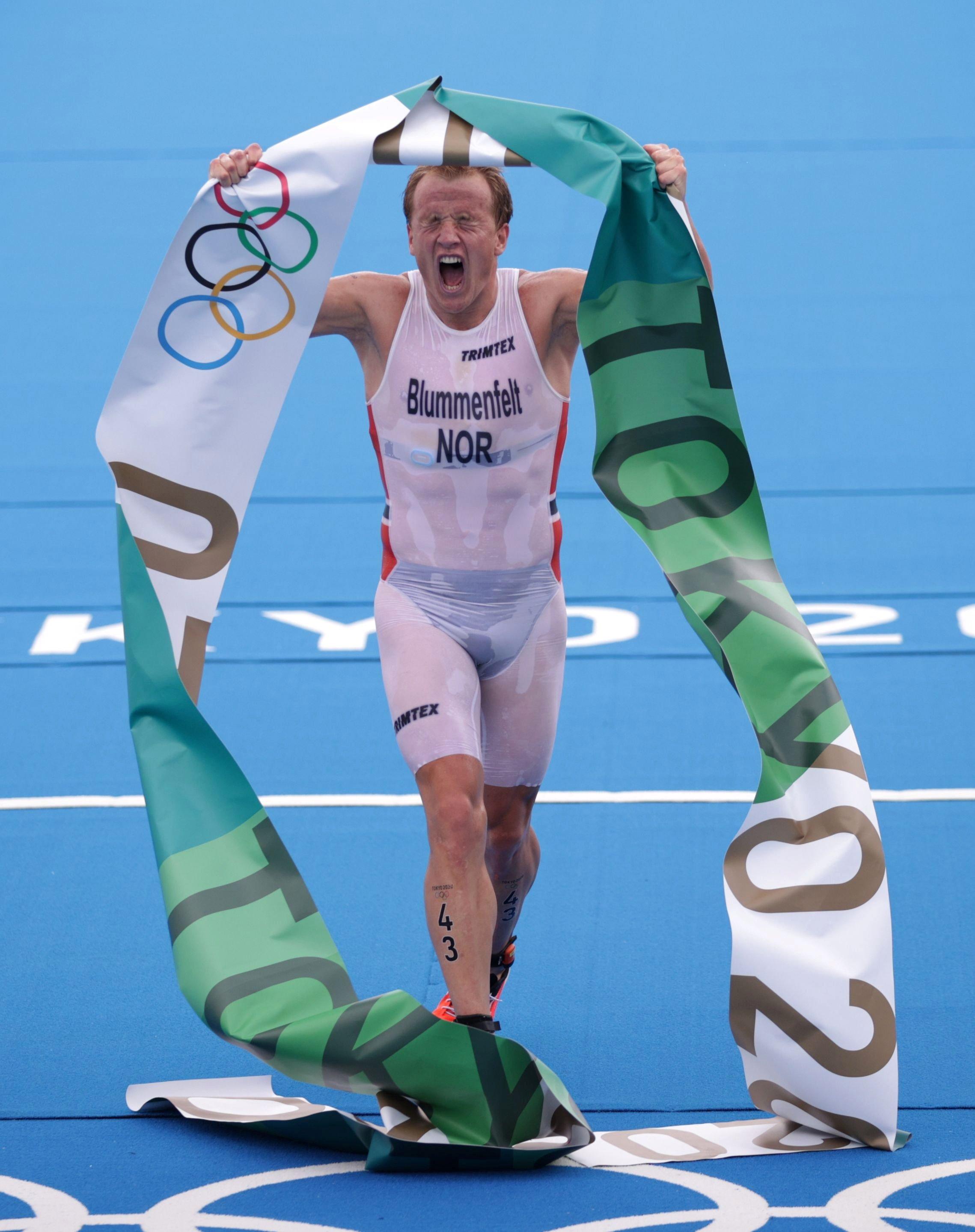 Norway's Kristian Blummenfelt celebrates winning the Tokyo 2020 Olympics Men's Triathlon event at the Odaiba Marine Park, Tokyo, Japan, July 26, 2021. (Reuters Photo)