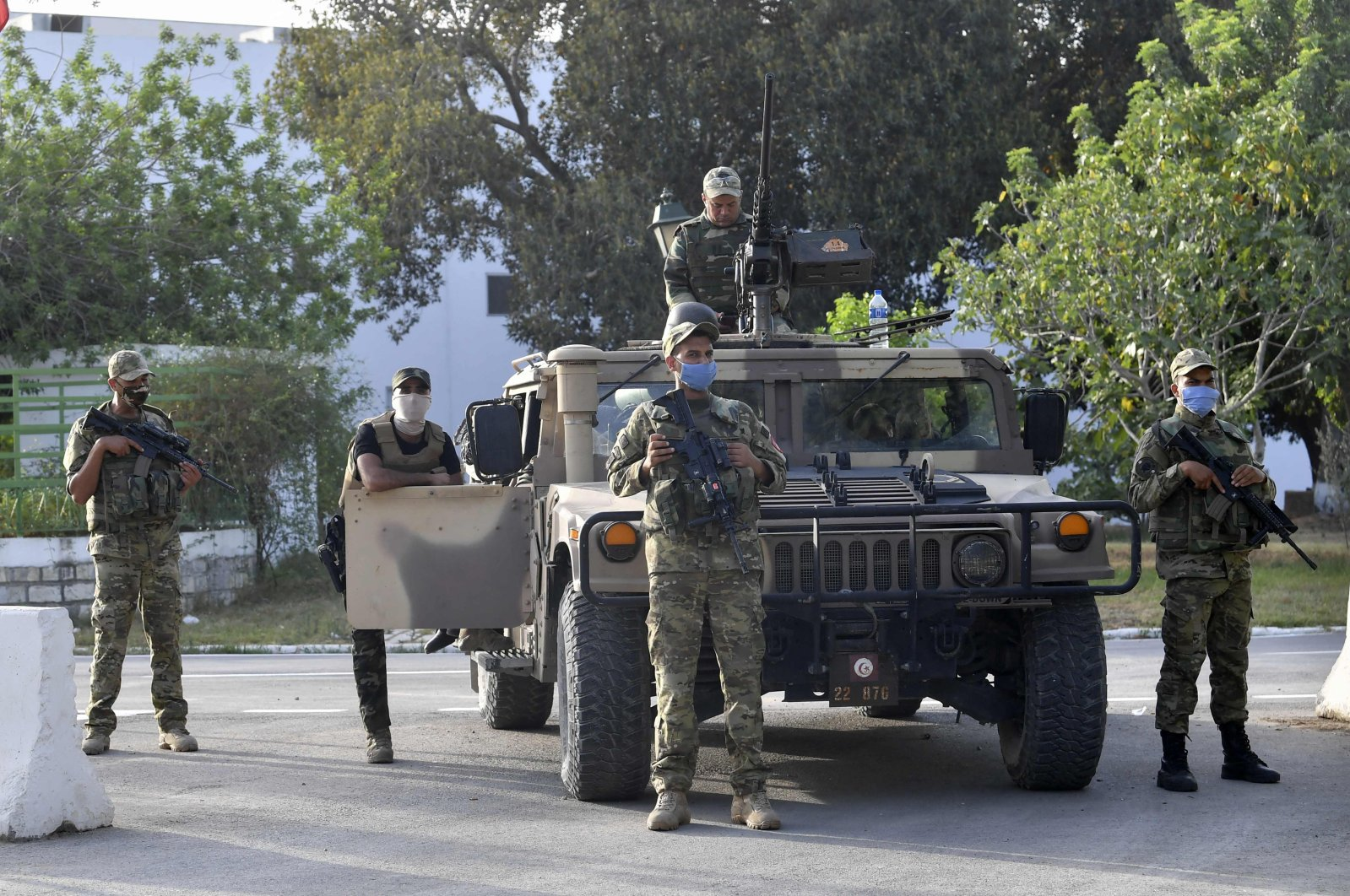 Tunisian soldiers cordon off the parliament building in the capital Tunis on July 26, 2021, following a move by the President to suspend the country's parliament and dismiss the Prime Minister. (AFP Photo)