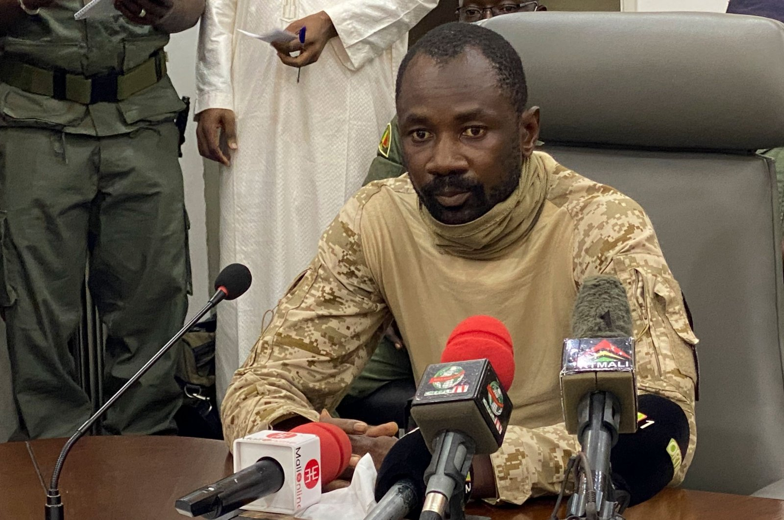 Col. Assimi Goita speaks to the press at the Malian Ministry of Defence, after confirming his position as the president of the National Committee for the Salvation of the People (CNSP), Bamako, Mali, August 19, 2020. (AFP Photo)