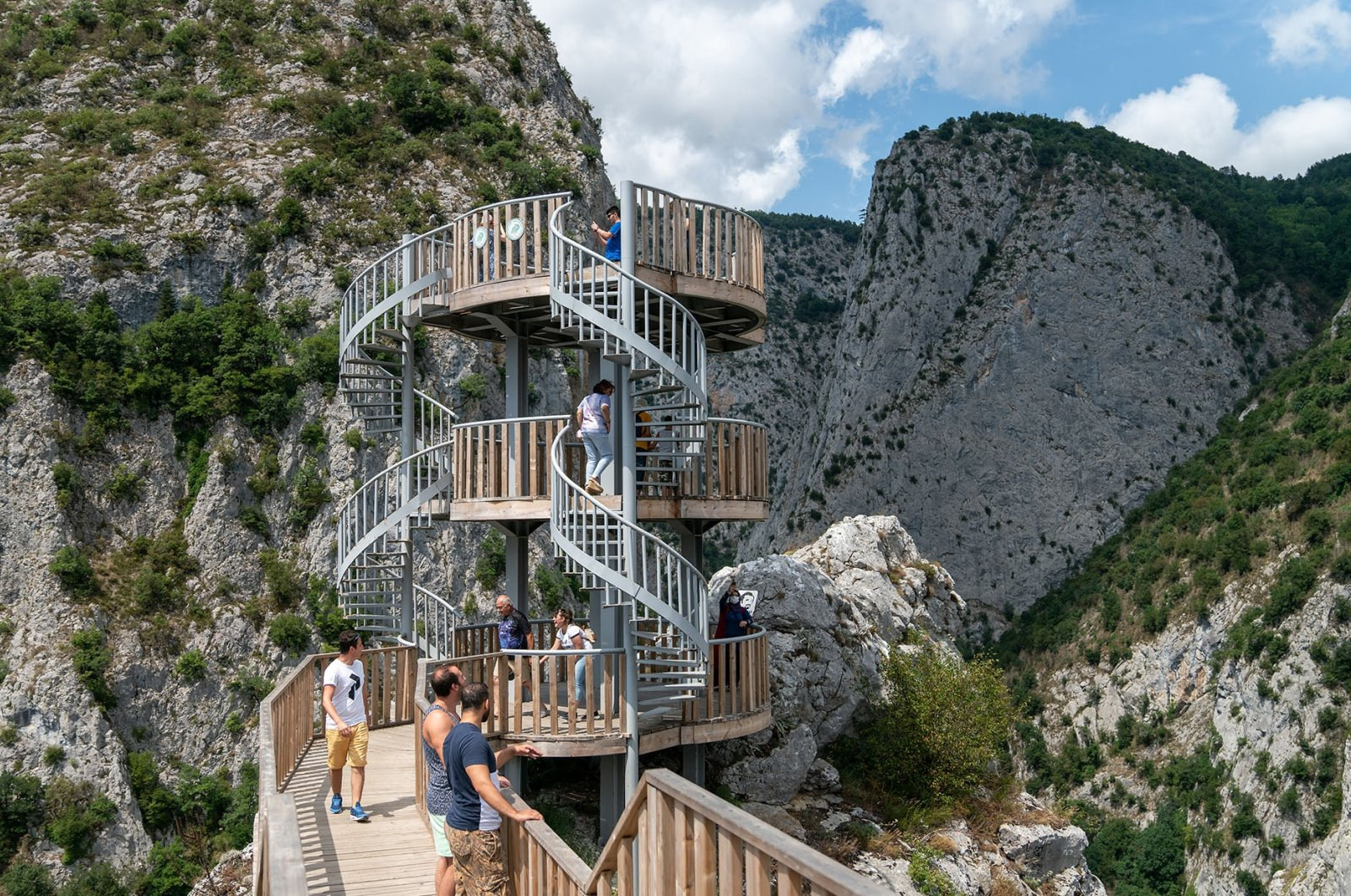 Tourists at the observation terrace at the top of Valla Canyon. (Shutterstock Photo)
