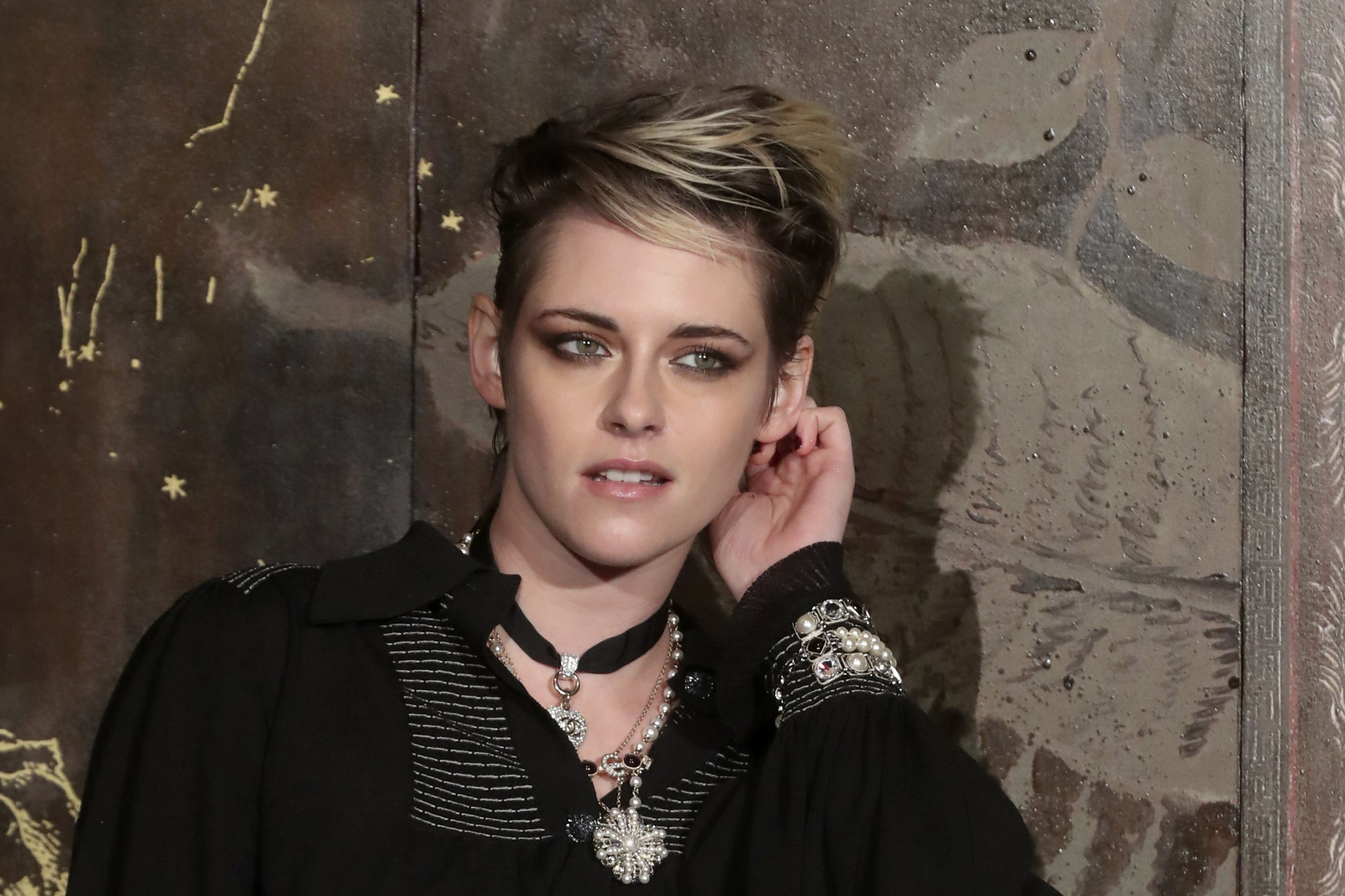 Actress Kristen Stewart poses during a photocall before the presentation of Chanel's Metiers d'Art collection at the Grand Palais, Paris, France, Dec. 4, 2019. (AP Photo)