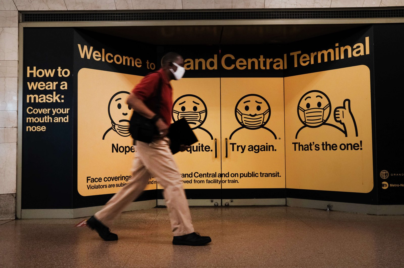 A person wears a mask while walking in Grand Central Terminal, in New York City, U.S., July 27, 2021 (AFP Photo)