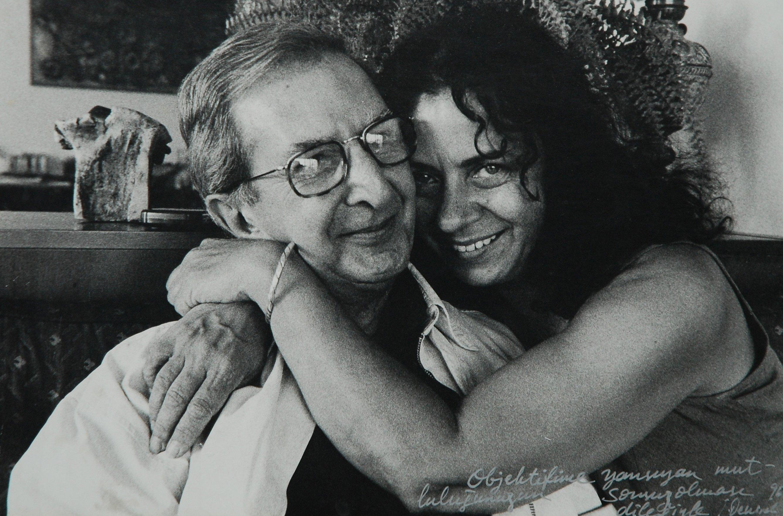Deniz Türkali (R) poses with Atıf Yılmaz. (Archive Photo)