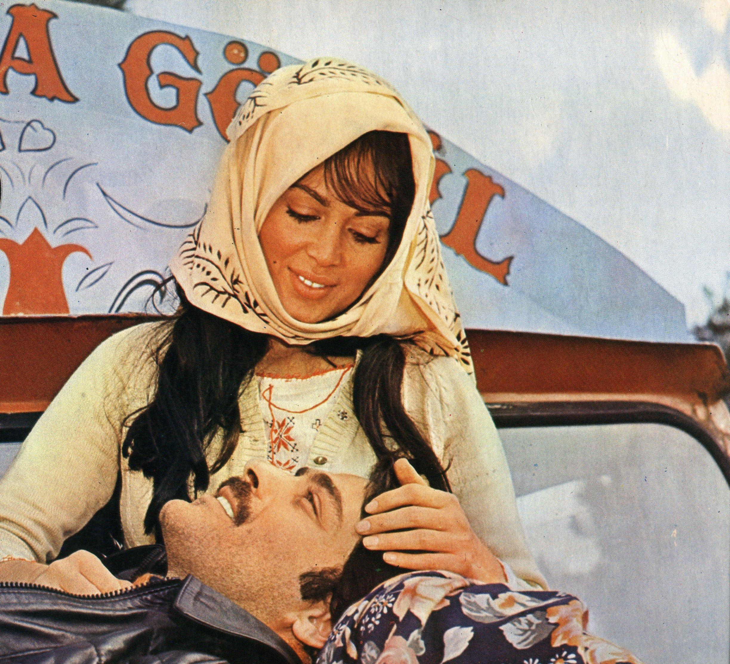 A scene from 'Selvi Boylum Al Yazmalım,' directed by Atıf Yılmaz.