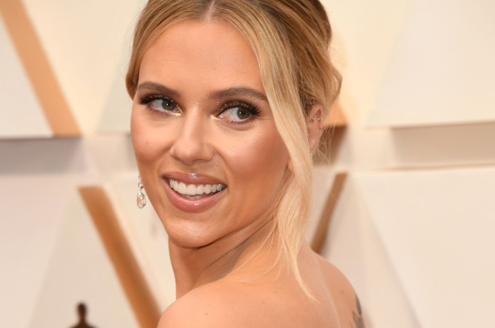 U.S. actress Scarlett Johansson arrives for the 92nd Oscars at the Dolby Theatre in Hollywood, California, U.S., Feb. 9, 2020. (AFP Photo)