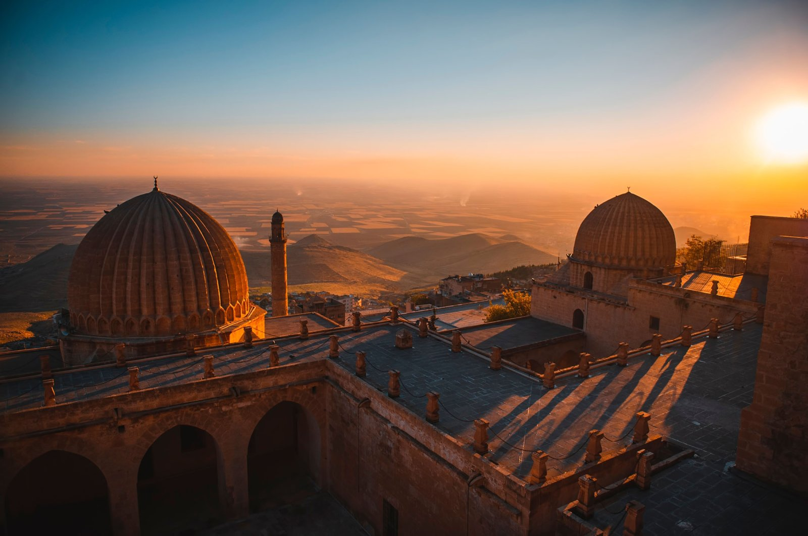 Mardin landscape at sunset with the minaret of Ulu Cami, also known as the Great Mosque of Mardin. (Shutterstock Photo)