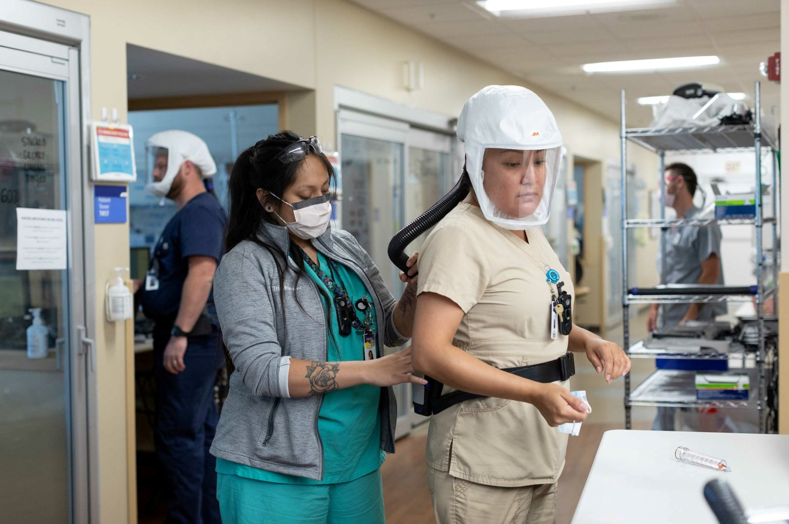 Healthcare personnel work in a coronavirus disease intensive care unit where they are dealing with a surge in cases of the COVID-19 delta variant at Intermountain Medical Center in Murray, Utah, U.S., July 23, 2021. (Reuters Photo)