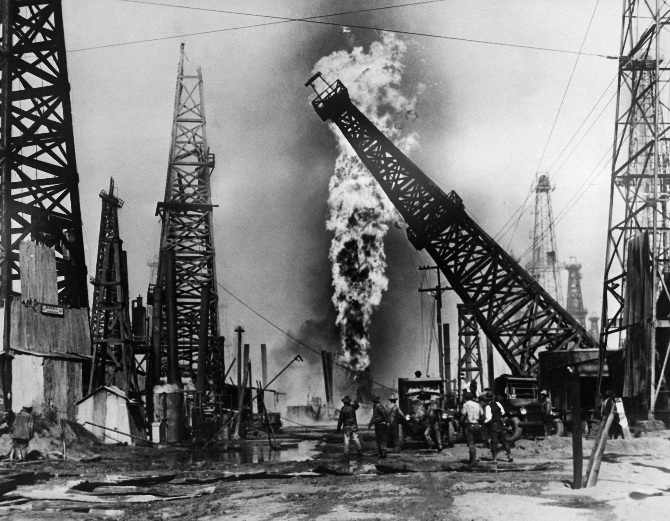 An oil field burns in California, U.S., 1928. (Getty Images)