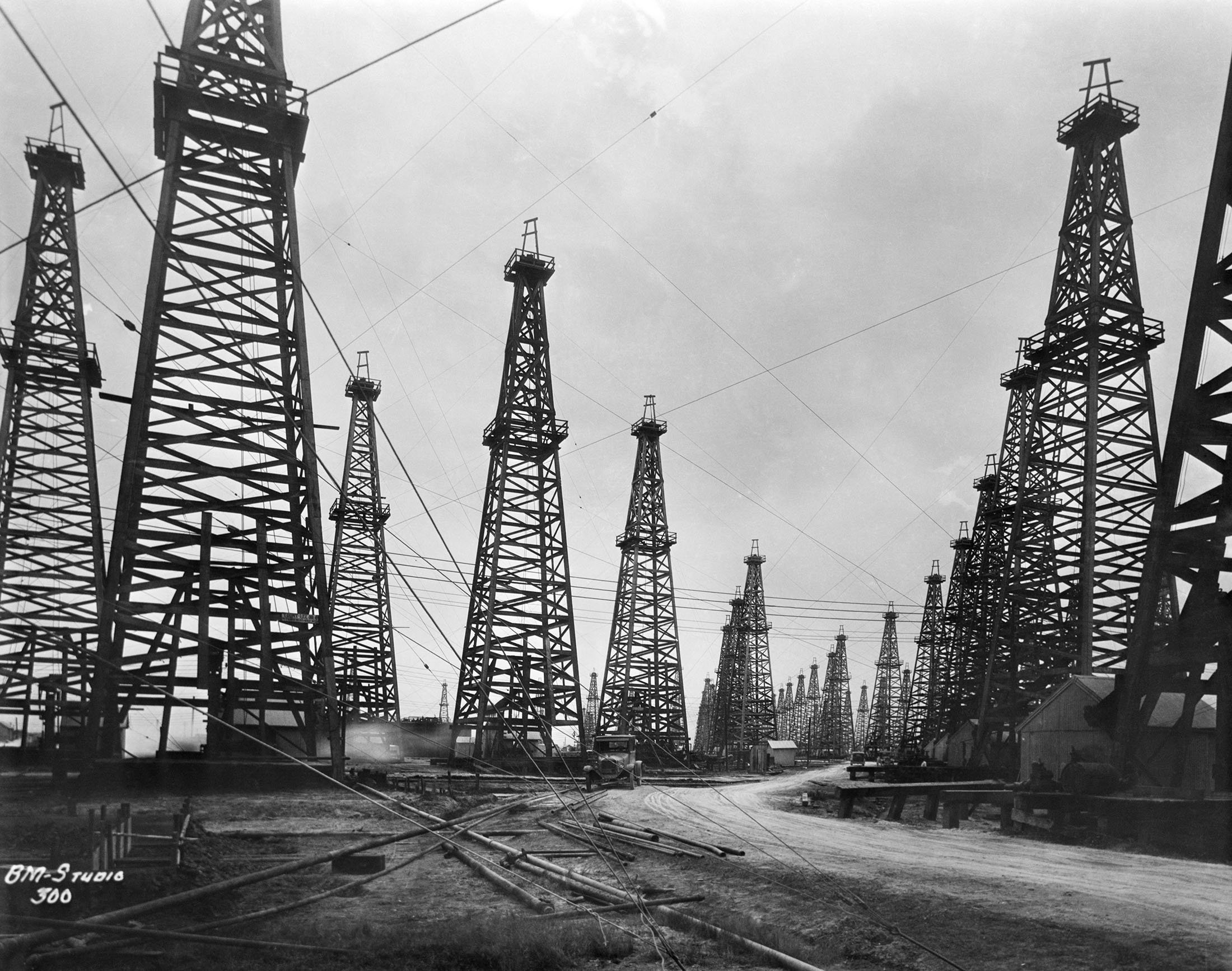 The famous Spindletop oil field with rows of wooden oil rigs and derricks can be seen in Beaumont, Texas, U.S., 1901. (Getty Images)