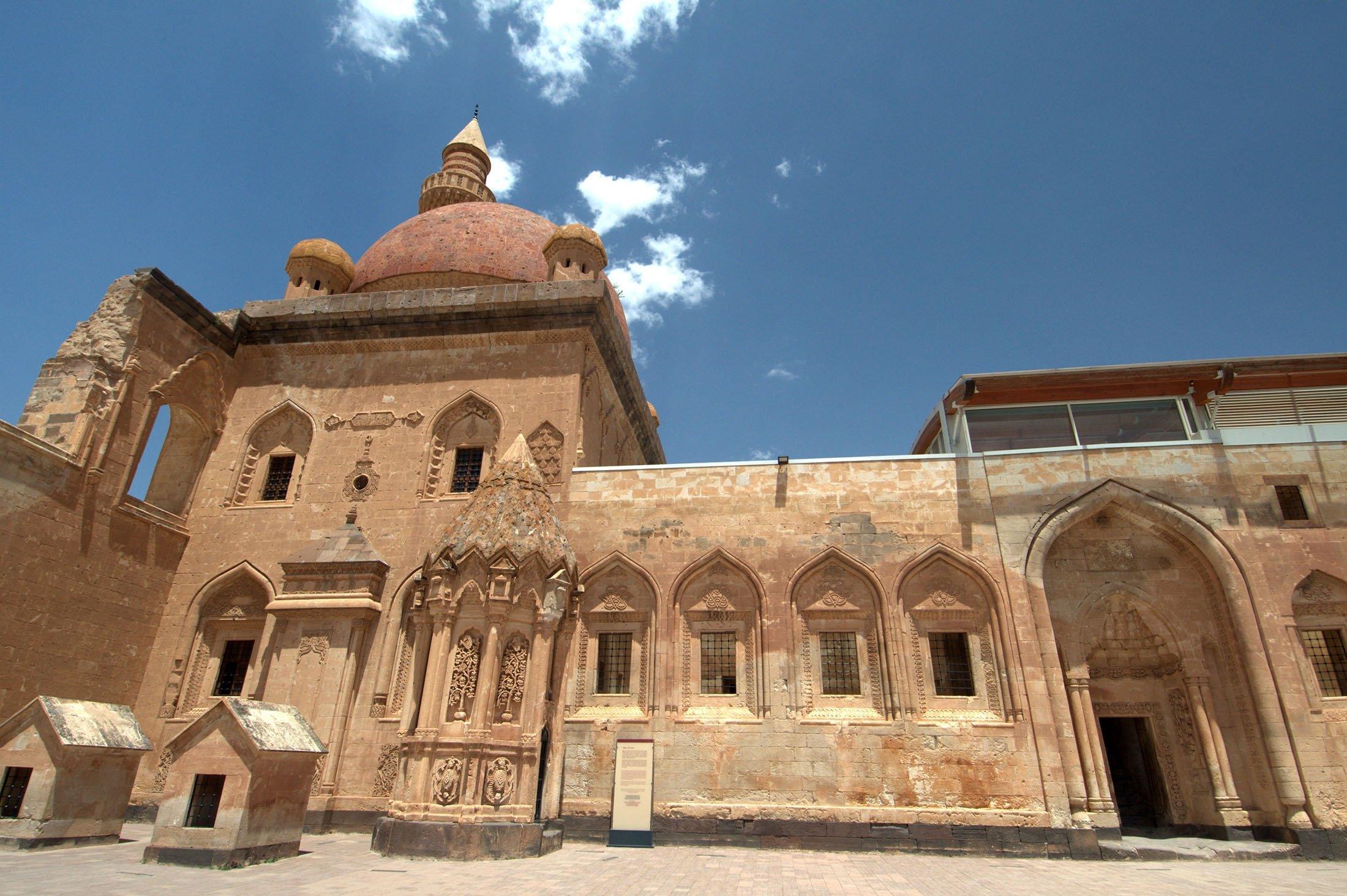 The courtyard of theIshak Pasha Palace can be seen in theDoğubayazıt district of Ağrı, Turkey. (Shutterstock Photo)
