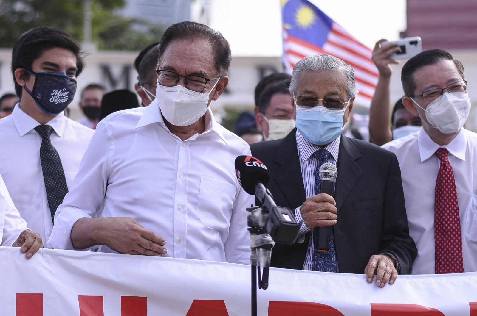 Malaysia's former Prime Minister Mahathir Mohamad (2-R) and opposition lawmaker Anwar Ibrahim (L) address the media as they protest the closure of Parliament in Kuala Lumpur, Malaysia, on Aug. 2, 2021. (AFP Photo)