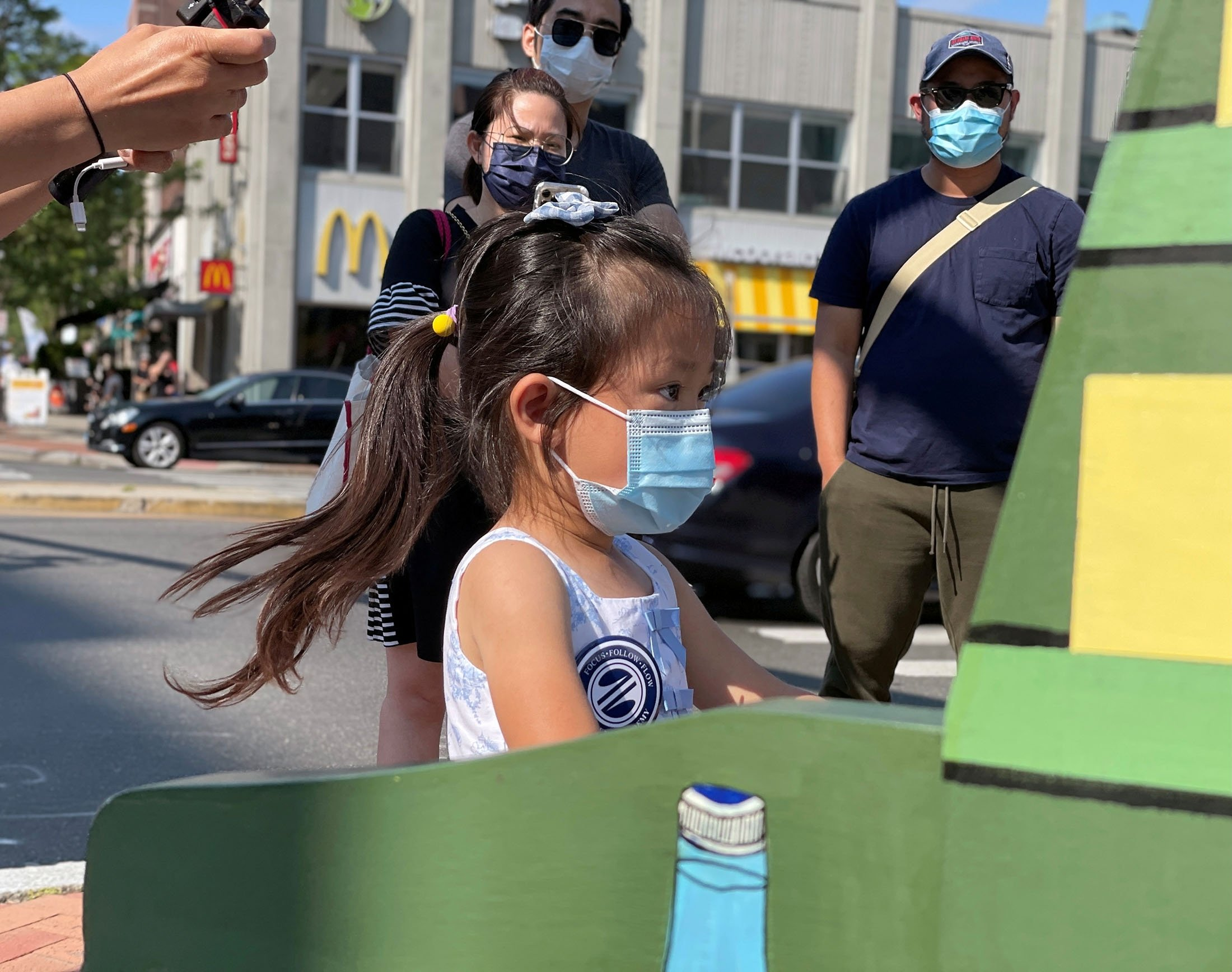 4-year-old Brigitte Xie plays piano in downtown Stamford, Connecticut, U.S., July 31, 2021. (Reuters Photo)