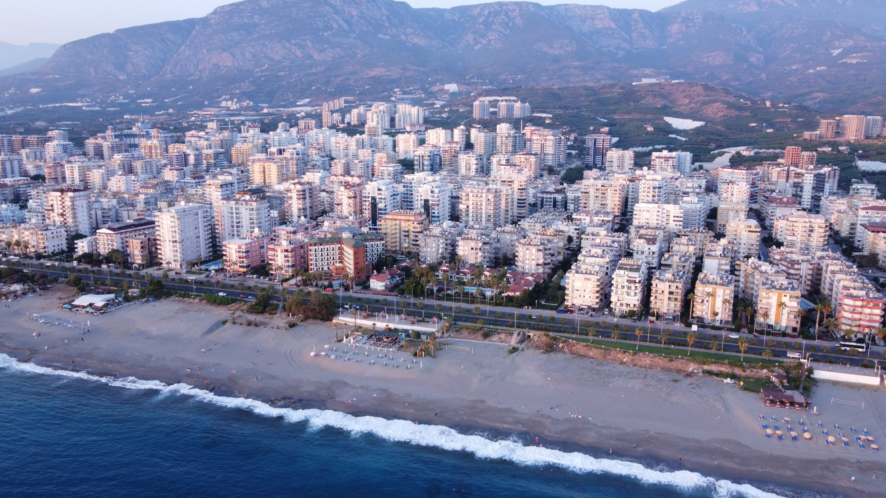 The coastal resort city Alanya with multiple residential buildings overlooking the Mediterranean Sea. (Shutterstock Photo)