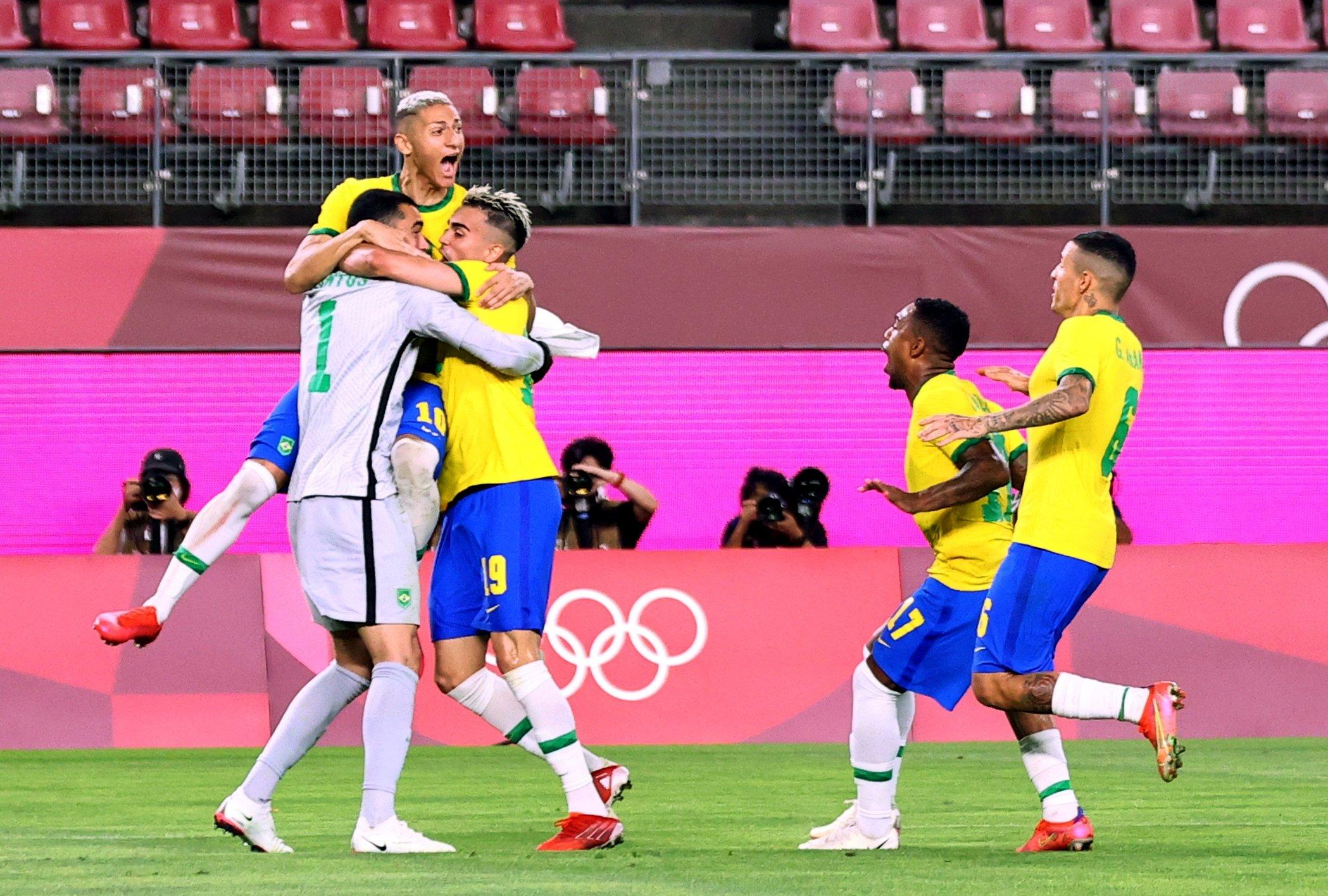 Brazilian playerscelebrate winning the penalty shootout against Mexico in the Tokyo 2020 Olympics men's semifinal,Ibaraki Kashima Stadium, Ibaraki, Japan, Aug. 3, 2021. (Reuters Photo)