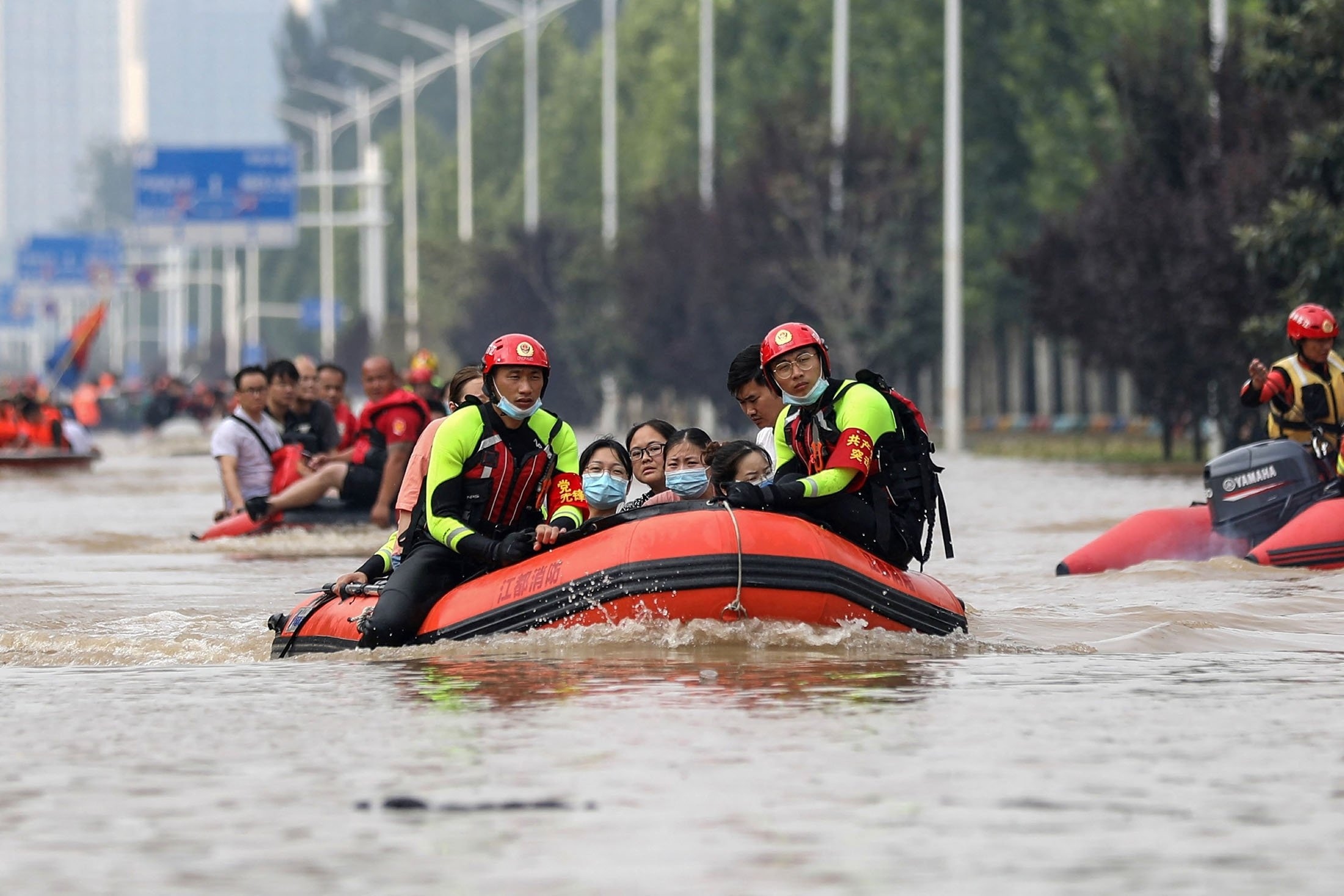 Members of the fire and rescue department from China's eastern city of Yangzhou evacuate people from a hospital following heavy rains in Zhengzhou in China's Henan province, July 22, 2021. (AFP Photo)