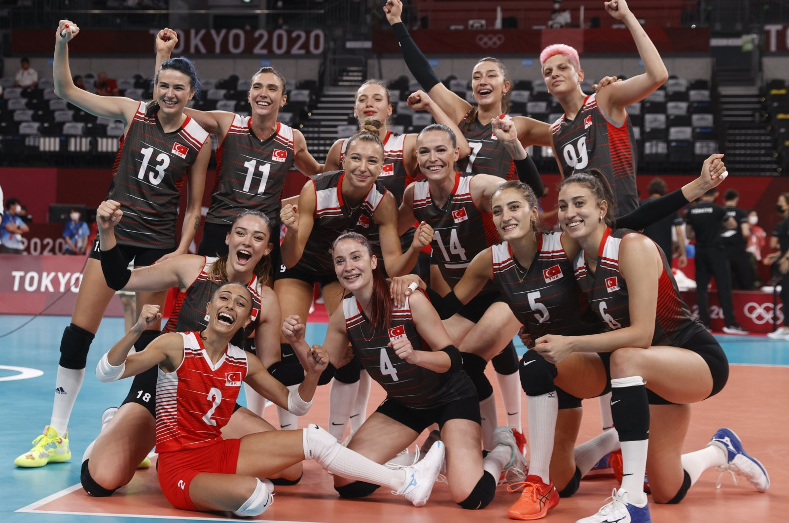 Turkey women's volleyball team members pose for a photo after winning their Tokyo 2020 Olympics Pool B match against the Russian Olympic Committee (ROC),Ariake Arena, Tokyo, Japan, Aug. 2, 2021. (Reuters Photo)