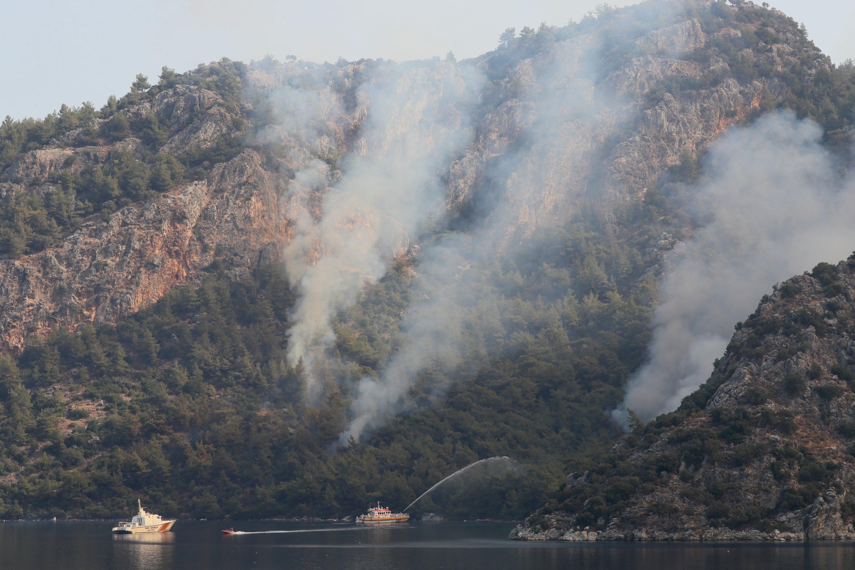 Smoke billowing over a forest near the coast of Marmaris, in Muğla, southwestern Turkey, Aug. 4, 2021. (AA PHOTO)