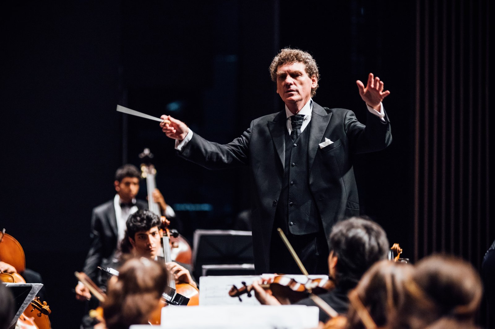 Cem Mansur will conduct the Turkish National Youth Philharmonic Orchestra at the 7th Ayvalık Music Festival. (İHA Photo)
