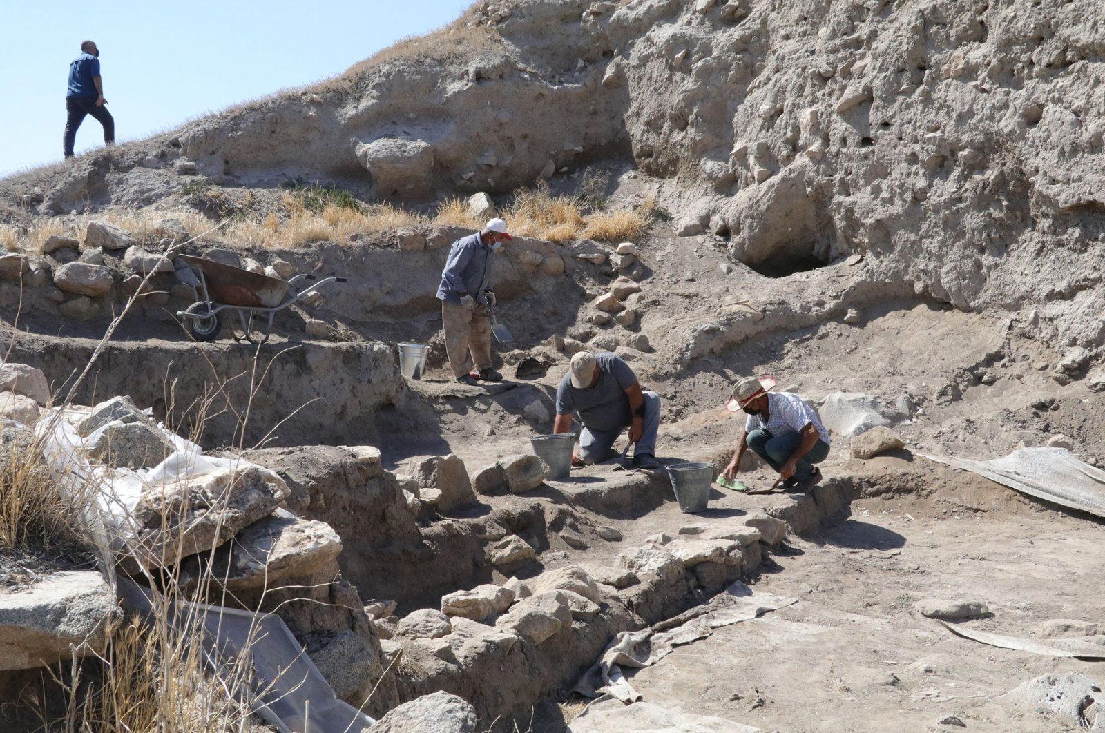 Members of the excavation team carry out archaeological work at the Çadır Mound site in the Peyniryemez village, in the Sorgun district of Yozgat, Tureky,Aug. 3, 2021. (AA Photo)