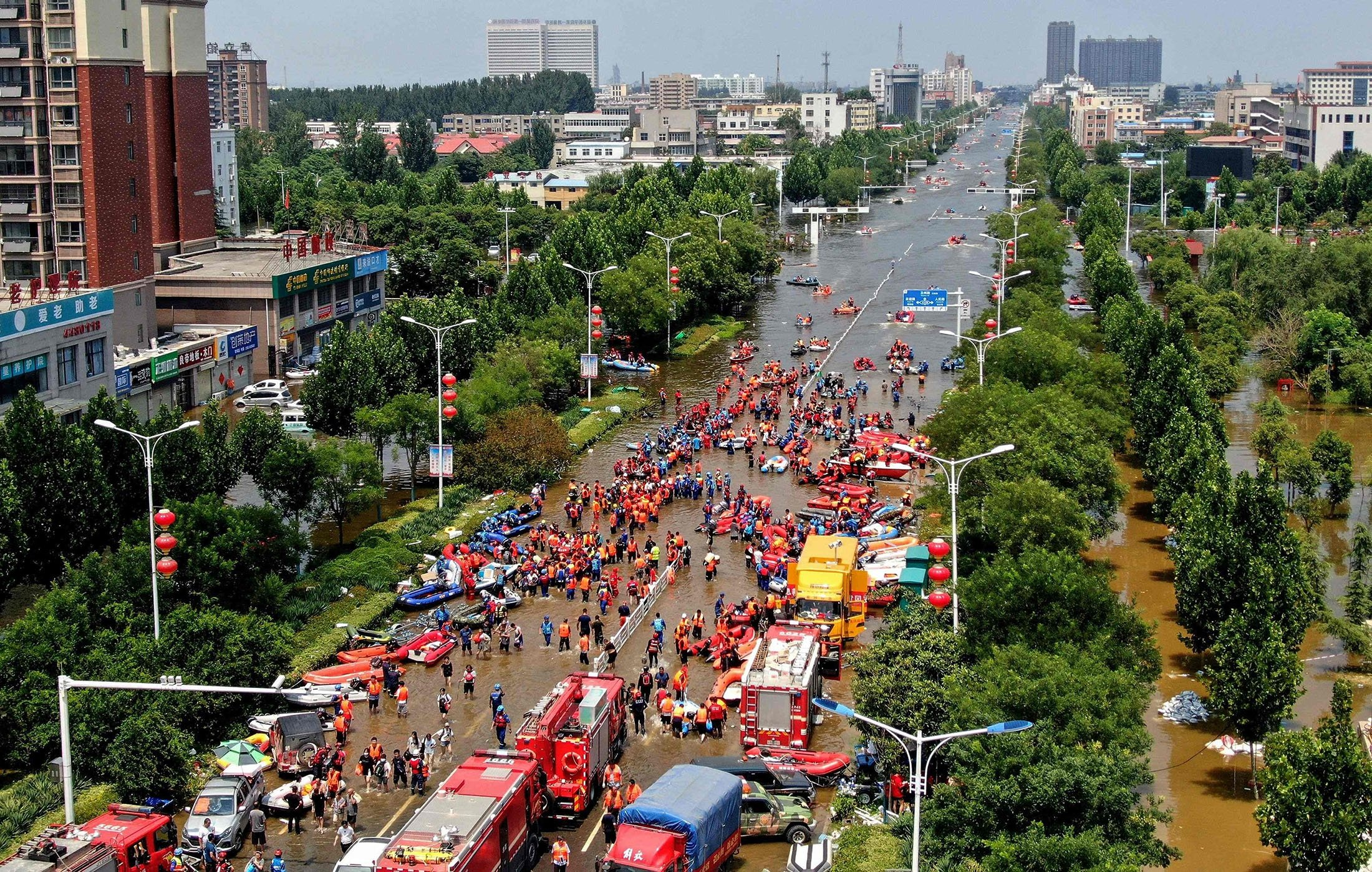 This aerial photo shows rescuers evacuating people at a flooded area in Weihui, Xinxiang city, in central Henan province, China, July 26, 2021. (AFP Photo)