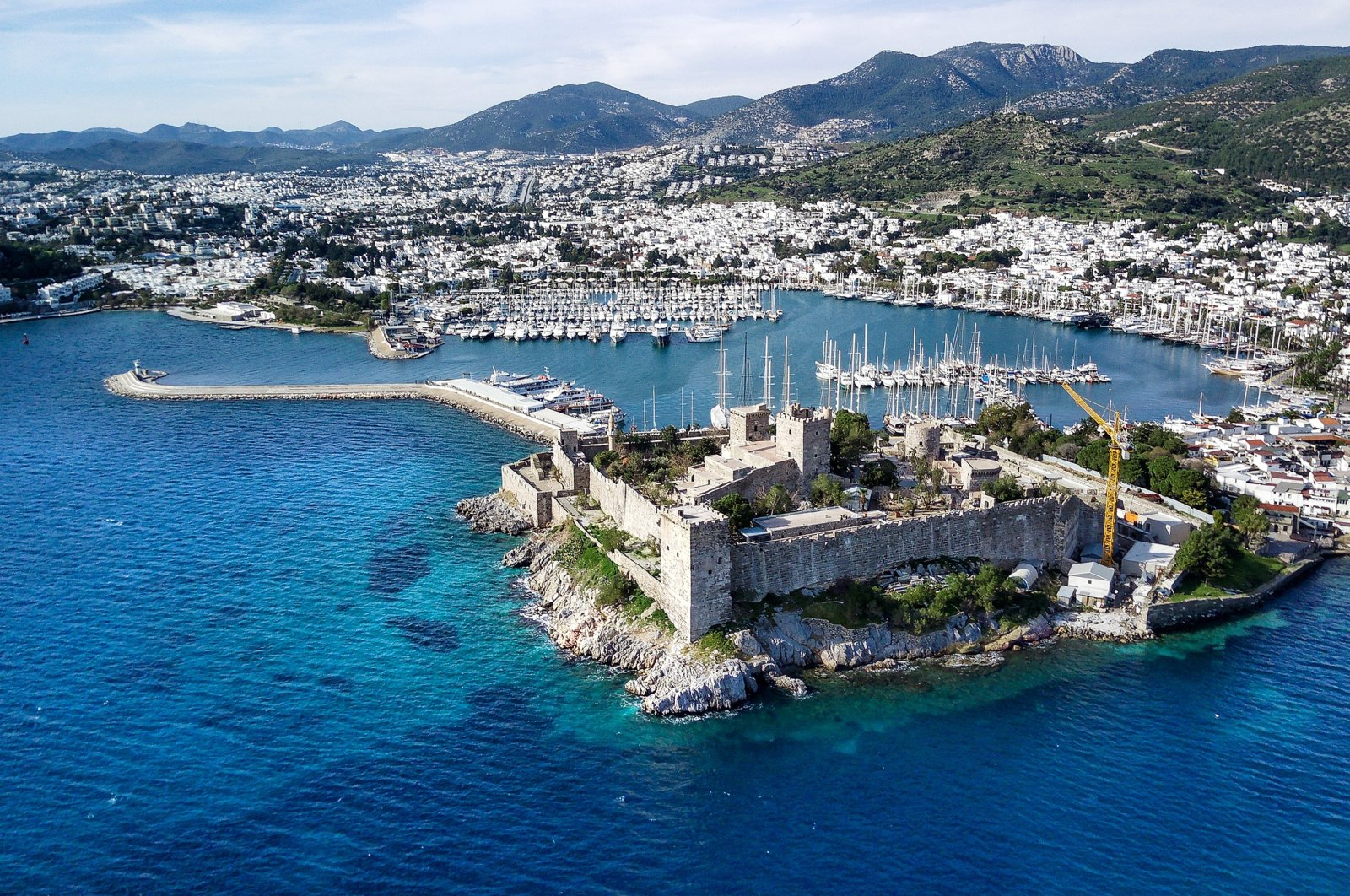 Panoramic view of Bodrum harbor and ancient castle in Muğla province. (Shutterstock Photo)