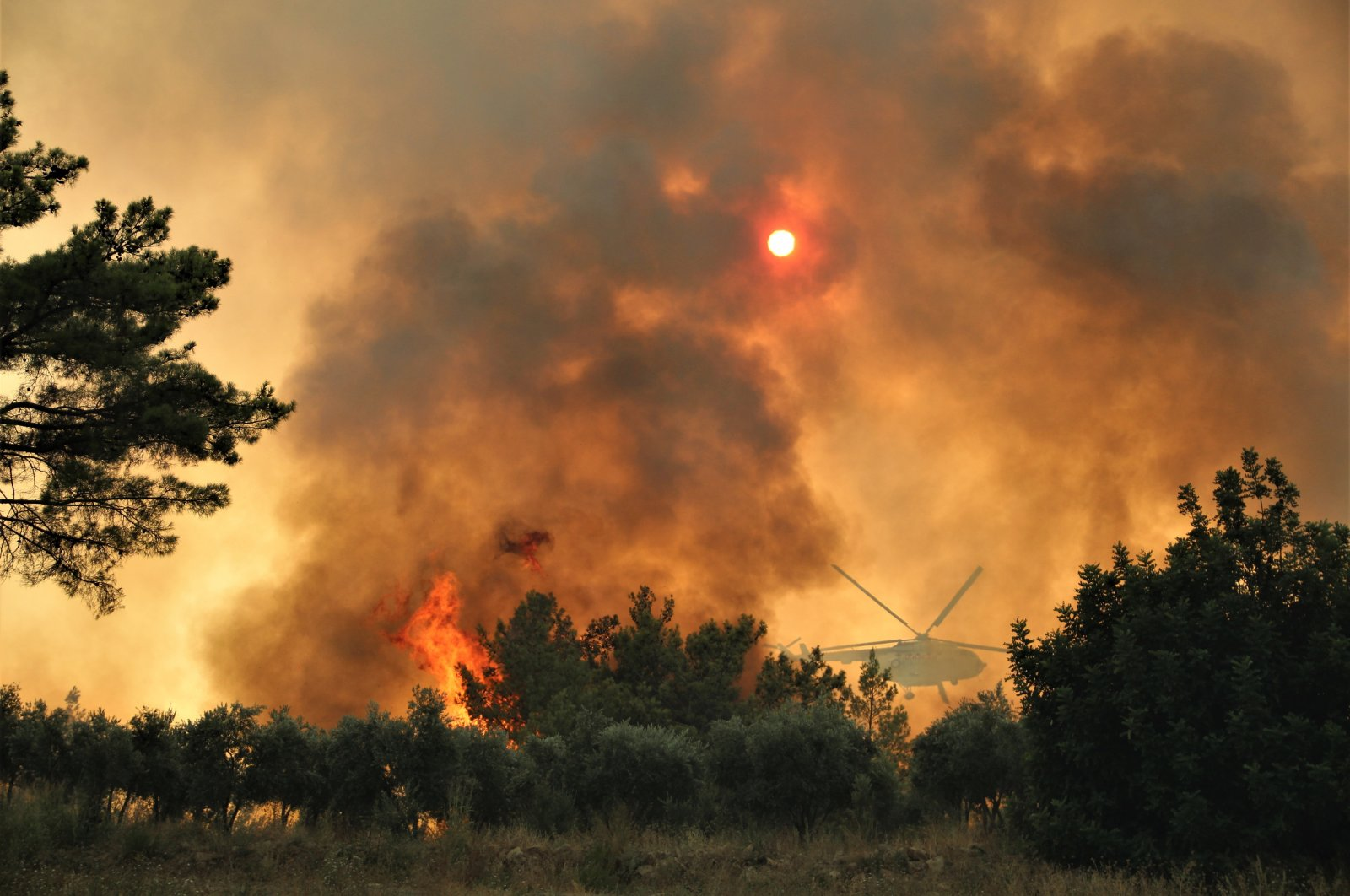 A firefighting helicopter flies above a forest fire, in Antalya, southern Turkey, Aug. 5, 2021. (İHA PHOTO)