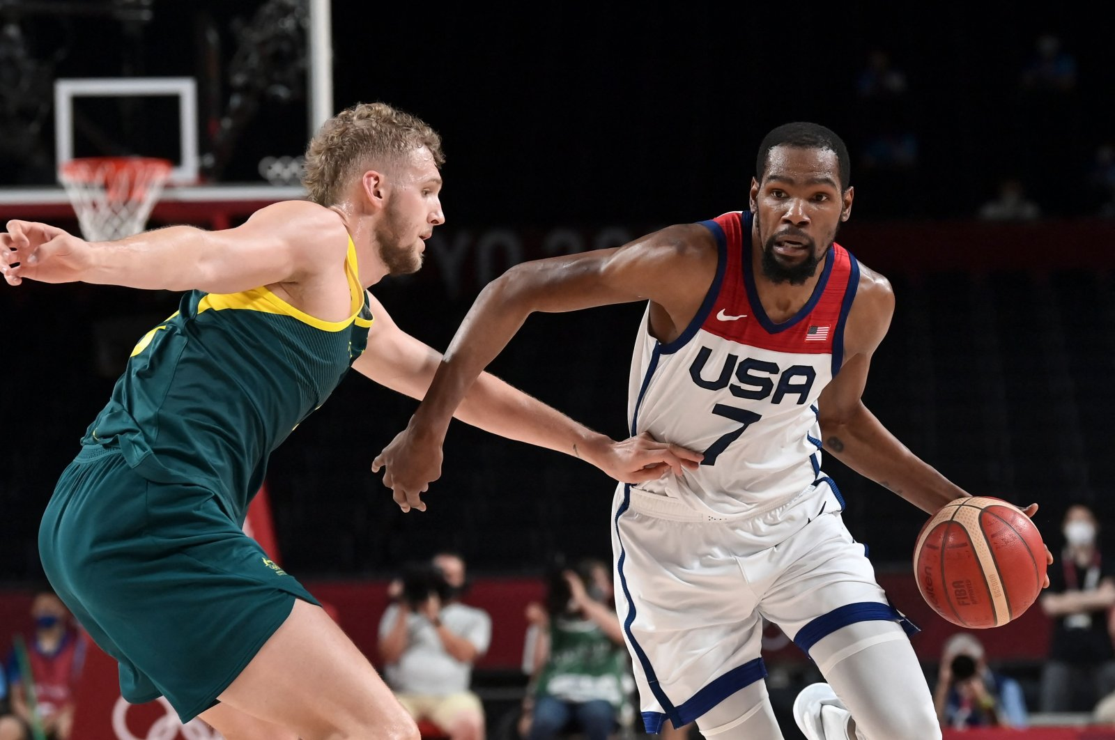 USA's Kevin Durant dribbles past Australia's Jock Landale (L) in the Tokyo 2020 Olympic Games men's semifinal at the Saitama Super Arena, Saitama, Japan, Aug. 5, 2021. (AFP Photo)