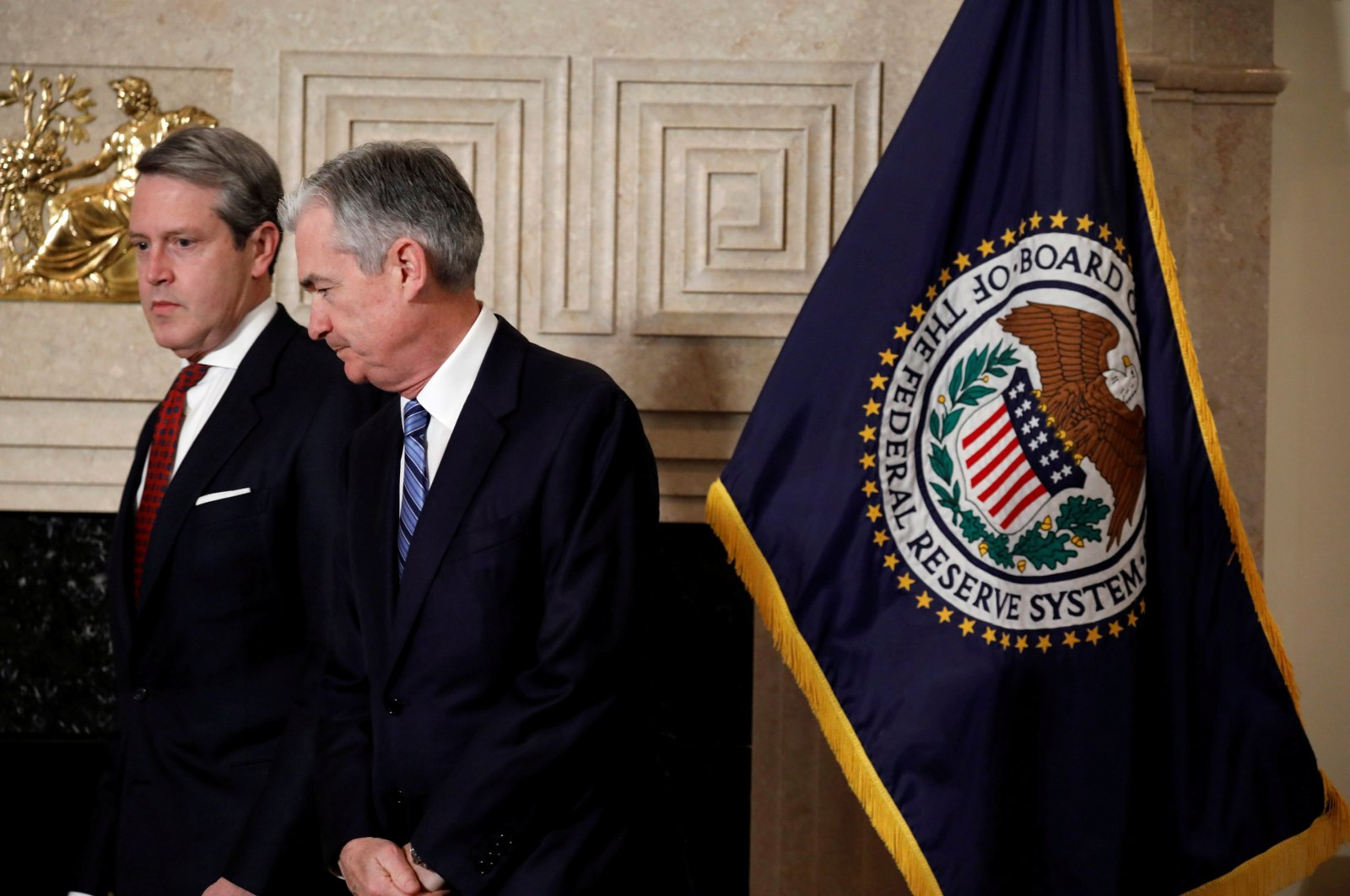 Randal Quarles (L), Federal Reserve board member and vice chair for supervision, arrives to swear in Chair Jerome Powell at the Fed in Washington, U.S., Feb. 5, 2018. (Reuters Photo)
