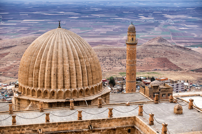 Beautiful Mardin old city landscape from Zinciriye complex. (Shutterstock Photo)